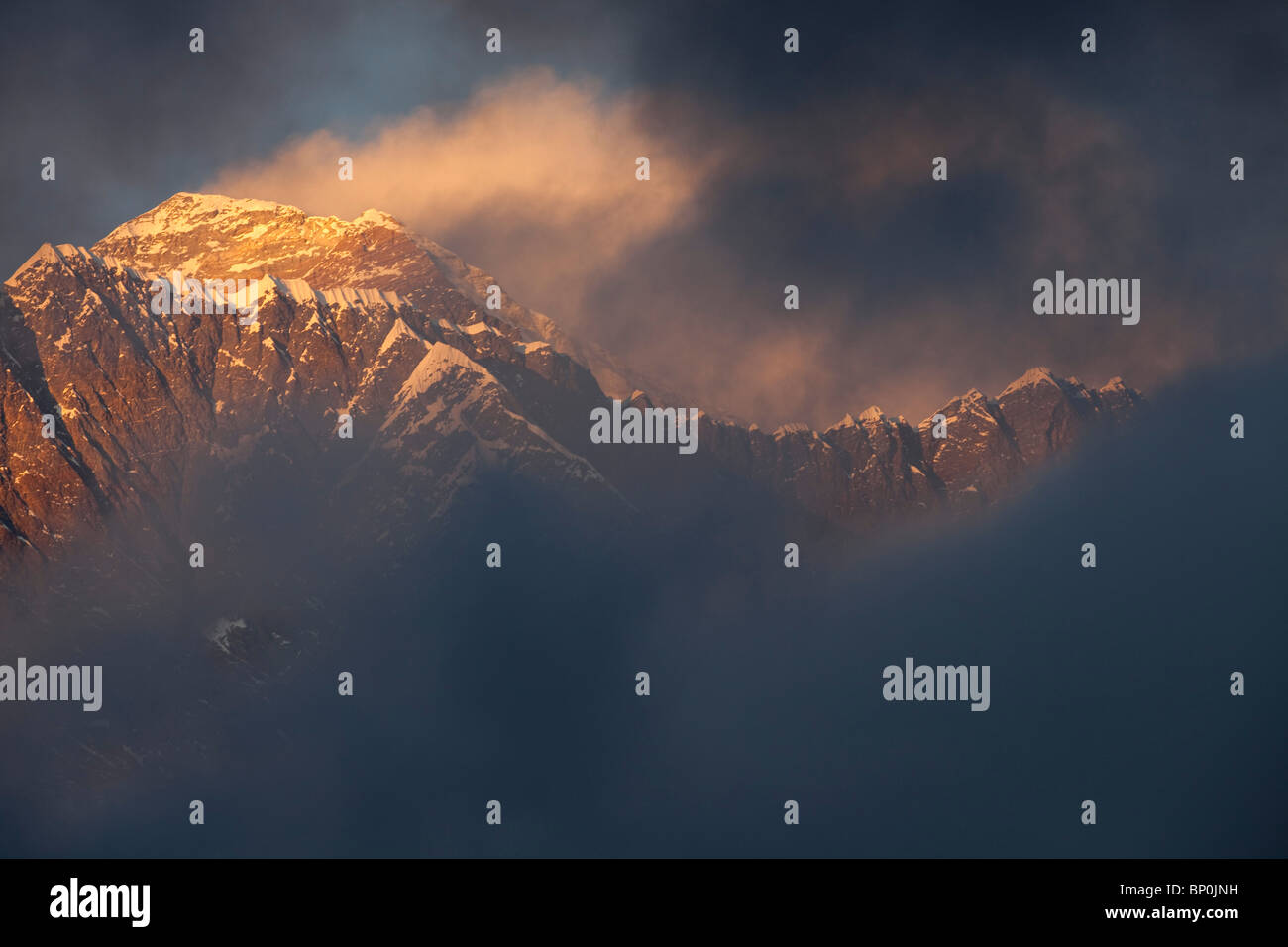 Nepal, Everest Region, Khumbu Valley. Mount Everest at sunset. - Stock Image