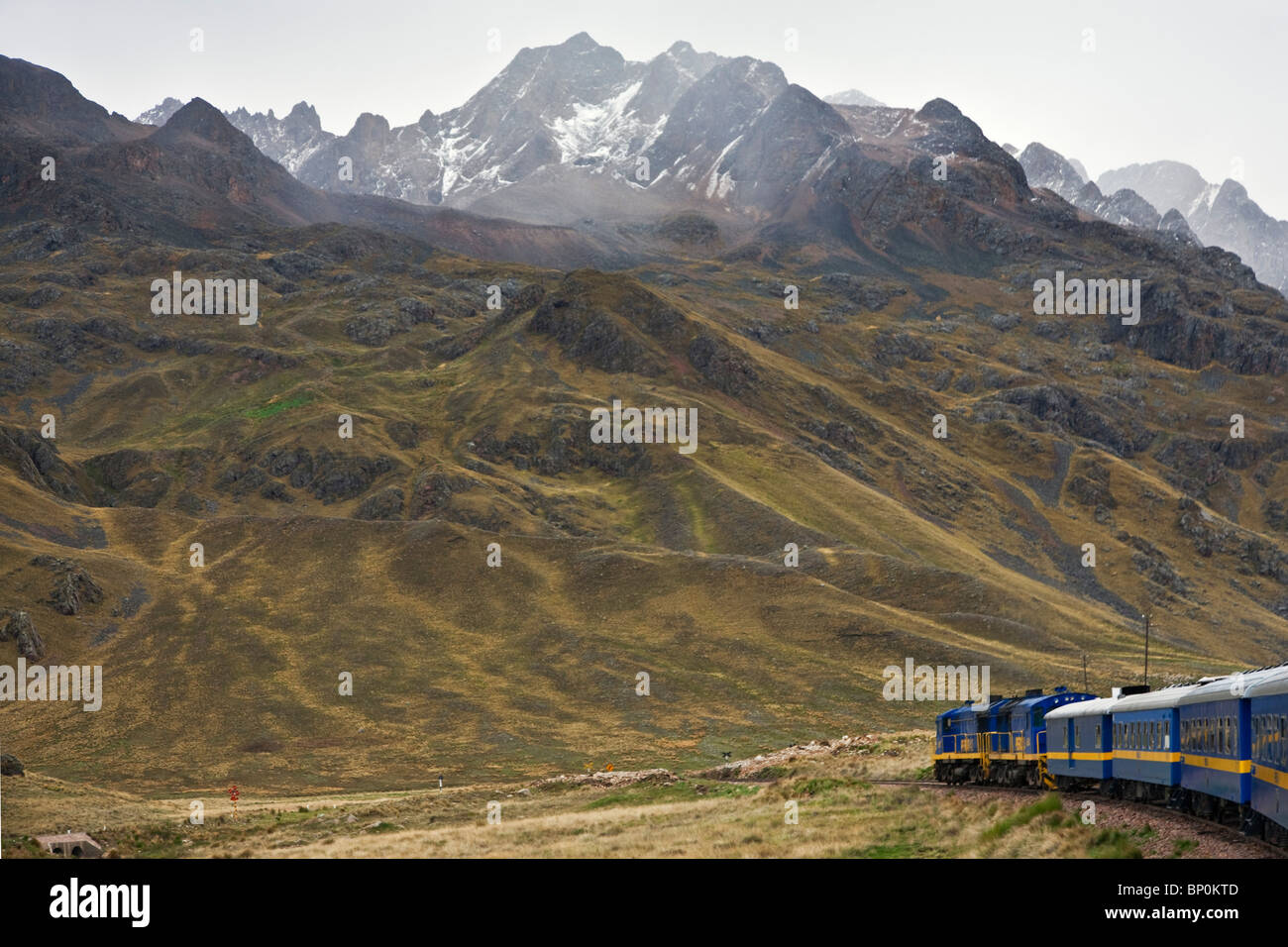 Peru, Scenery in the high Andean Mountains from the comfort of the Andean Explorer express train Cusco to Puno. - Stock Image