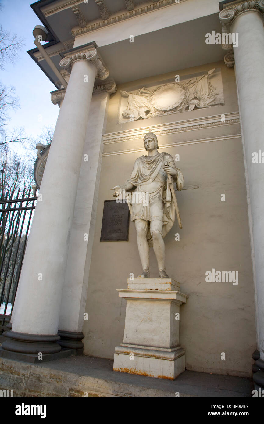 Russia, St. Petersburg; Neo-Classical sculpture and architecture on Nevski Prospekt Stock Photo