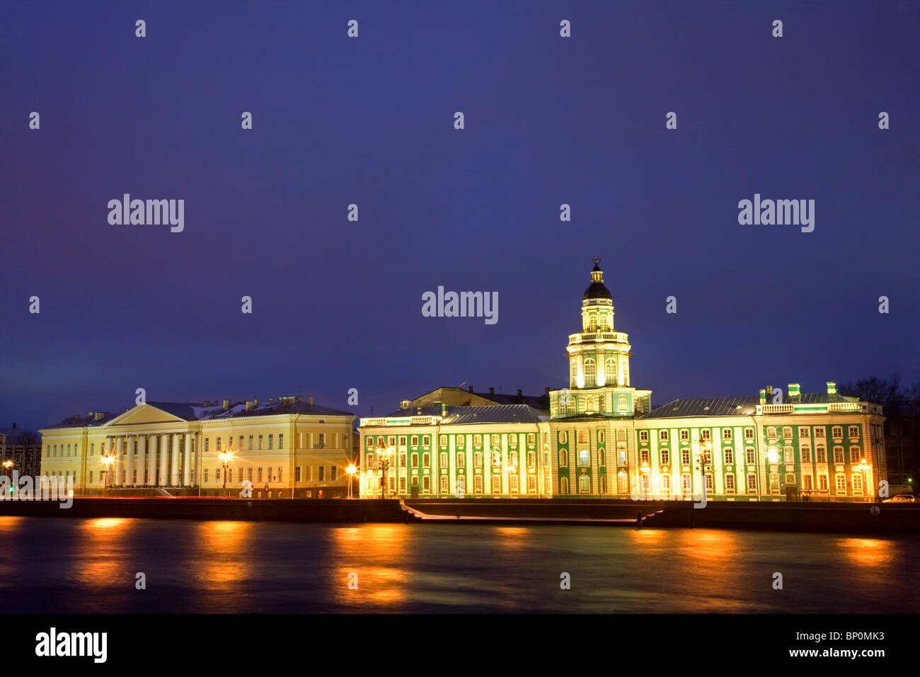 Russia, St. Petersburg; Th Neva River with the 'Kunstkamera' and part of the State University building beside - Stock Image