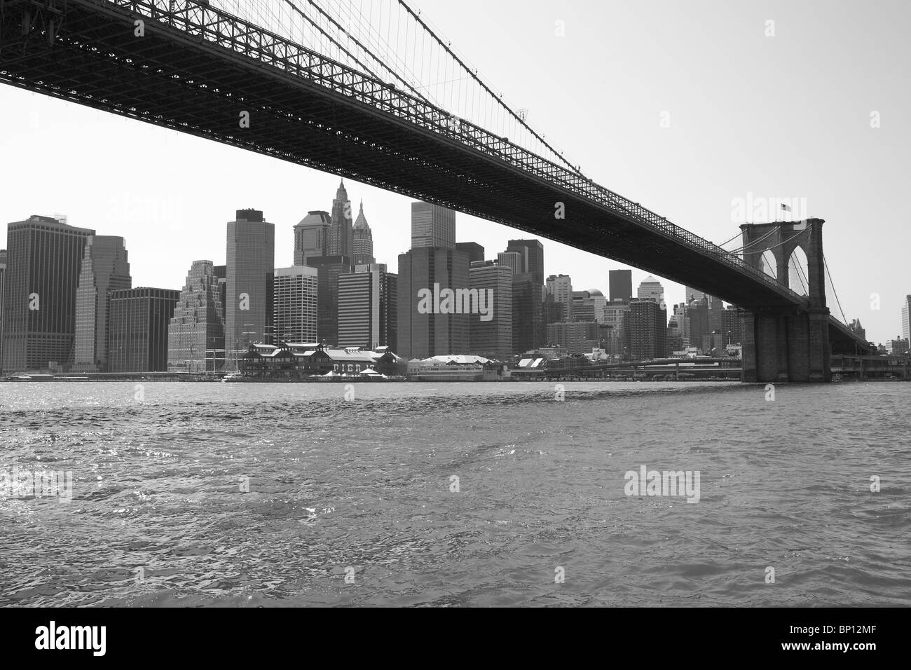New York City Bridge with view to Manhattan bw - Stock Image