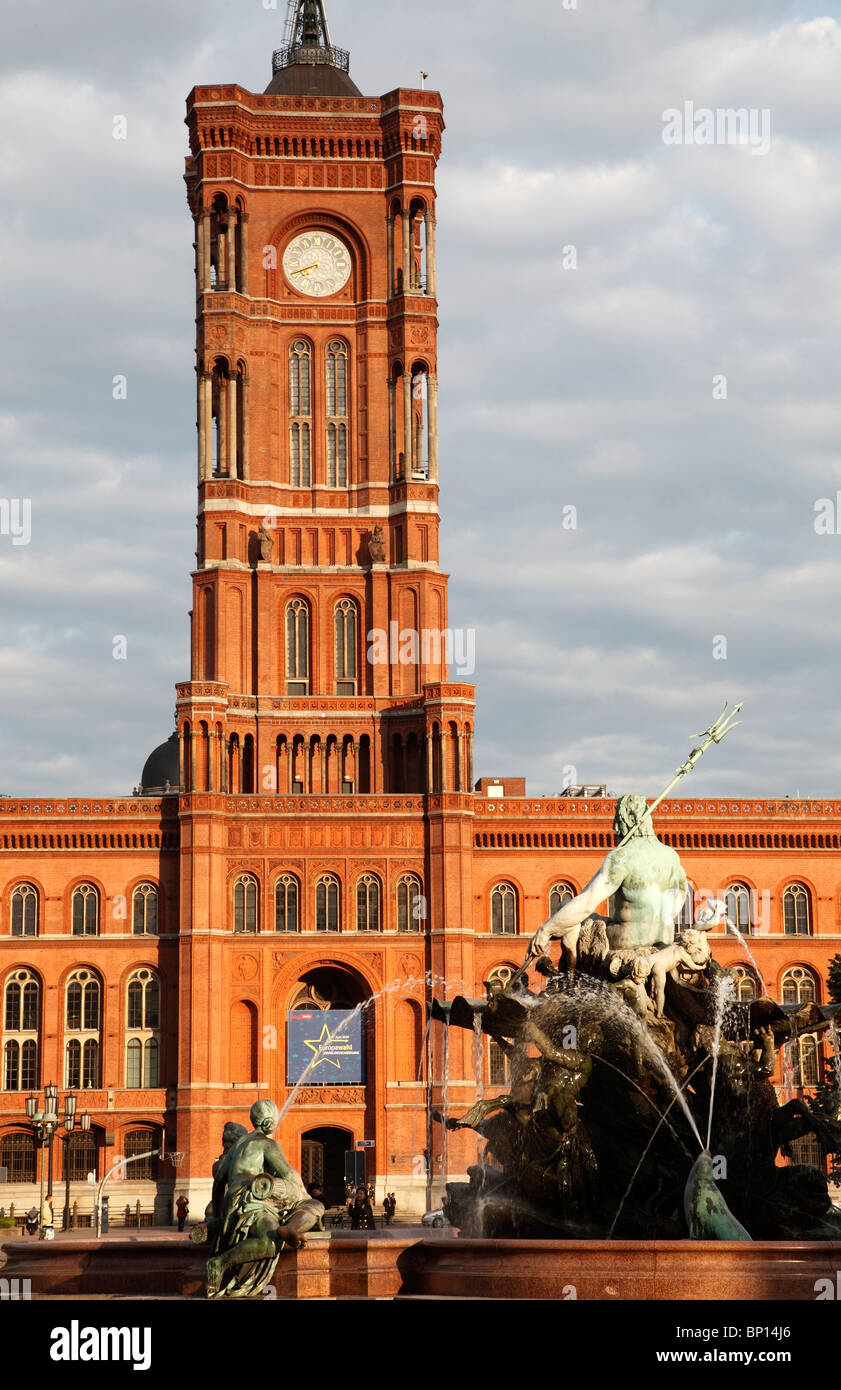 Germany, Berlin, Rotes Rathaus, Red Town Hall, Neptune Fountain - Stock Image
