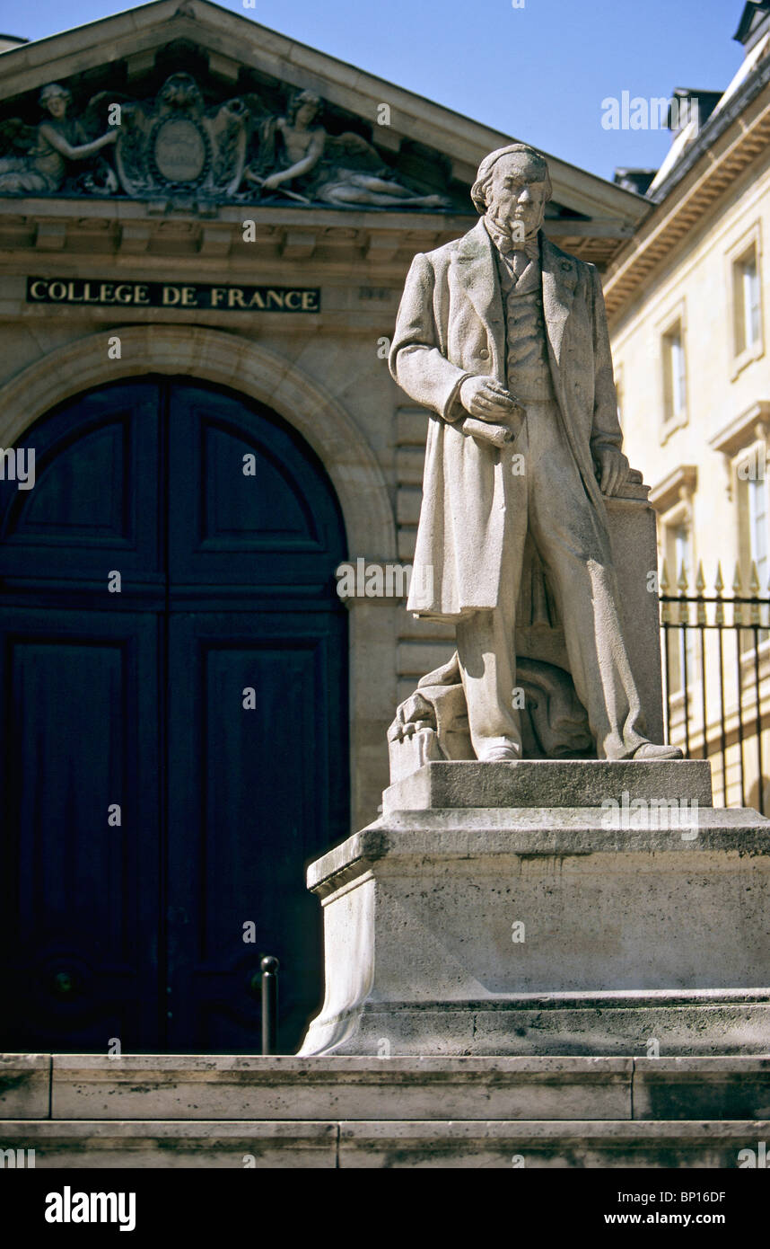France, Paris, Collège de France, Claude Bernard statue - Stock Image