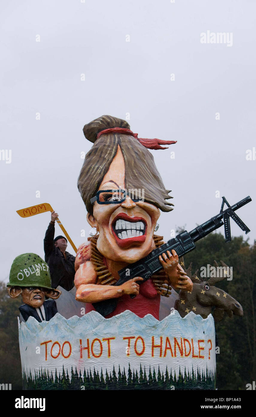 An effigy of Sarah Palin is unvailed by Battle Bonfire Society. Picture by James Boardman. - Stock Image