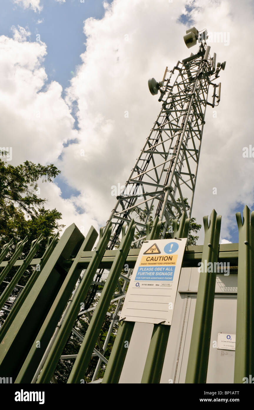 Mobile/cell phone telecommunications mast belonging to O2 - Stock Image