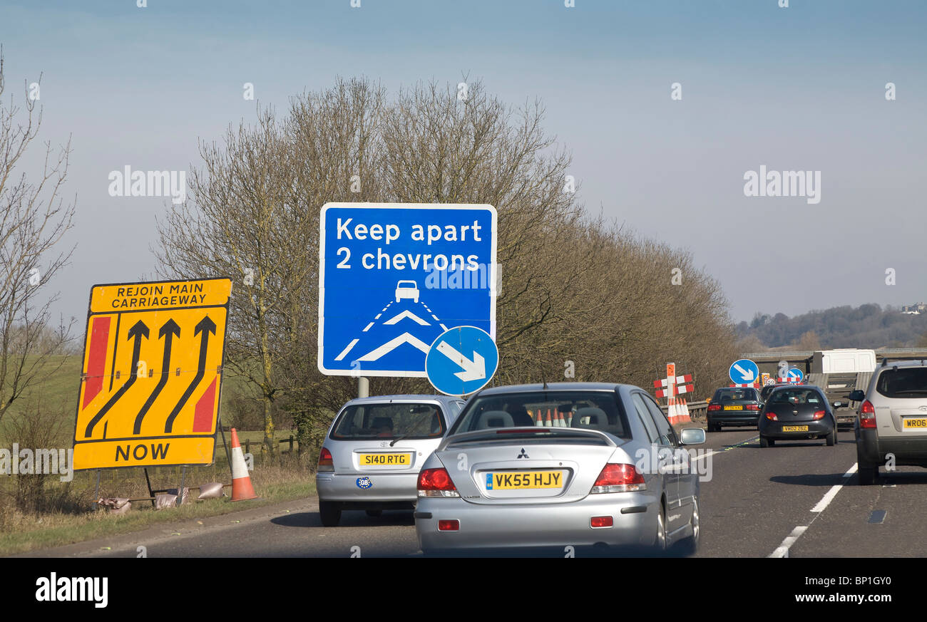 MOTOR WAY ROAD WORKS SIGNAGE M5 ENGLAND UK VIEWED FROM CAR - Stock Image