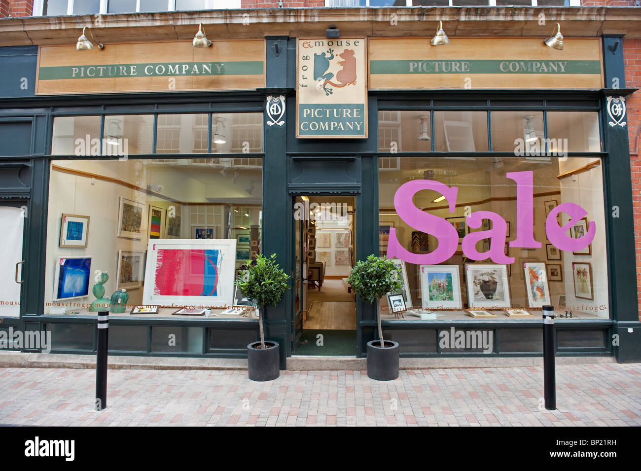 The Frog & Mouse Picture Framers shop front in Leicester City. Pink sale sign in window - Stock Image