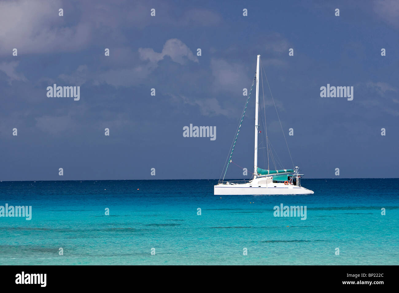 Catamaran anchors in Lagoon, Rangiroa, French Polynesia - Stock Image