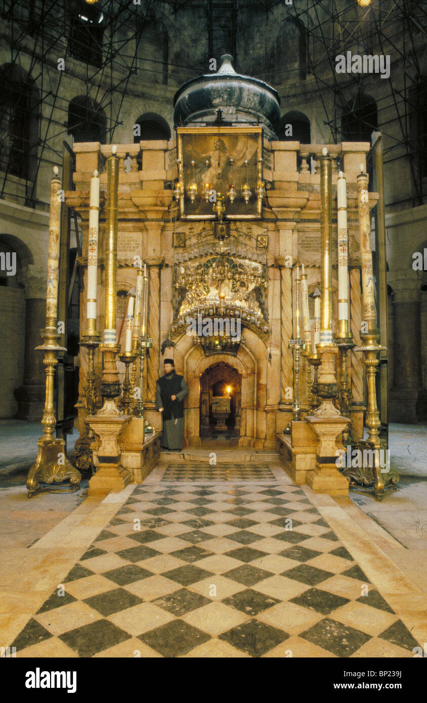 154. THE SHRINE OF THE HOLY SEPULCHER, THE EXTERIOR OF THE TOMB OF CHRIST - Stock Image