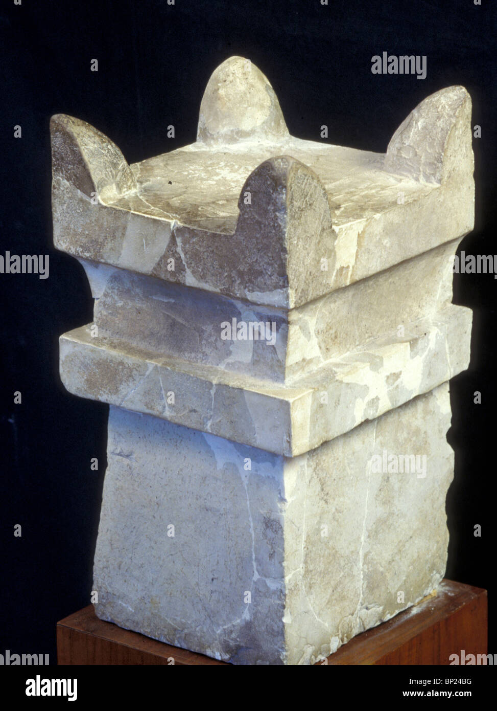 LIMESTONE HEWN HORNED ALTAR PROBABLY USED IN SACRIFICIAL CEREMONIES. EXCAVATED IN MEGIDDO DATING FROM THE ISRAELITE - Stock Image
