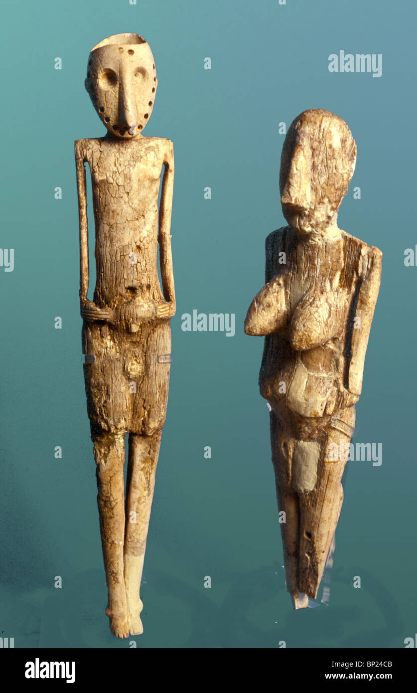 500. IVORY CARVED, FEMALE AND MALE FIGURINES DATING FROM LATE CHALCHOLITHIC PERIOD (C. 3000 B.C.) FOUND IN BEER - Stock Image