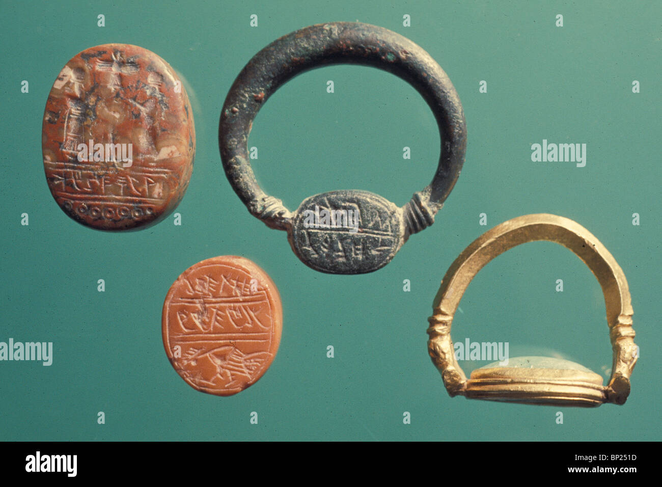737. GROUP OF 8TH - 7TH C. B.C. HEBREW SIGNED RINGS Stock Photo