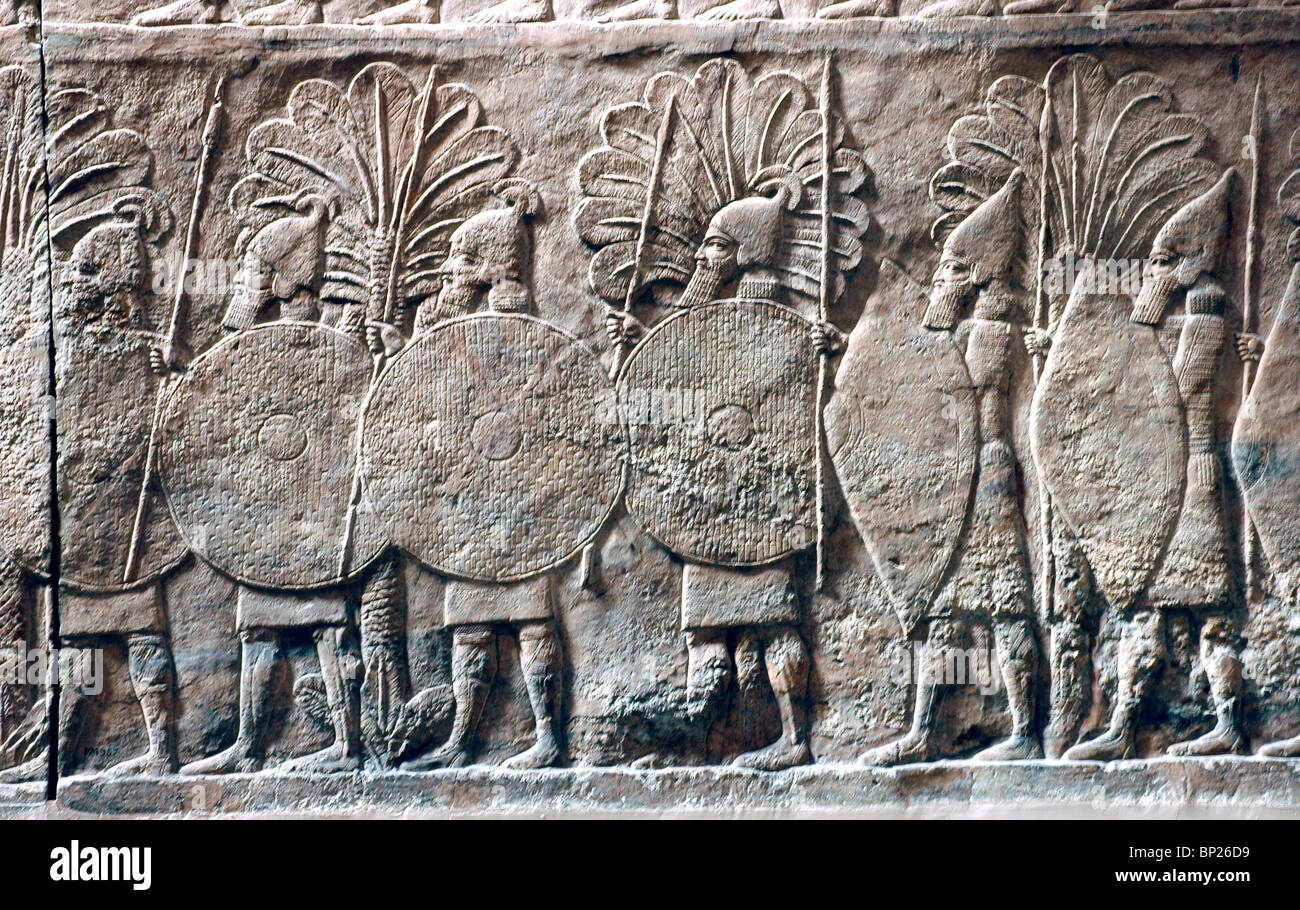 ASSYRIAN ARMY ATTACKING A FORTIFIED CITY RELIEF FROM SANAHERIB'S PALACE IN NINVEH, C. 700 B.C. - Stock Image