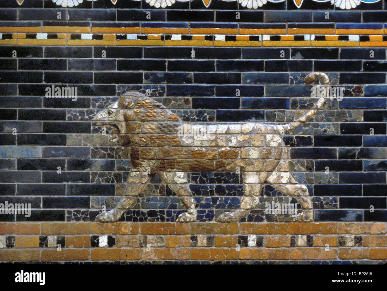 GLAZED BRICKWORK DEPICTING LIONS (DETAIL) FROM THE ISHTAR GATE ONE OF THE ENTRANCES TO THE CITY OF BABYLON. BUILT Stock Photo