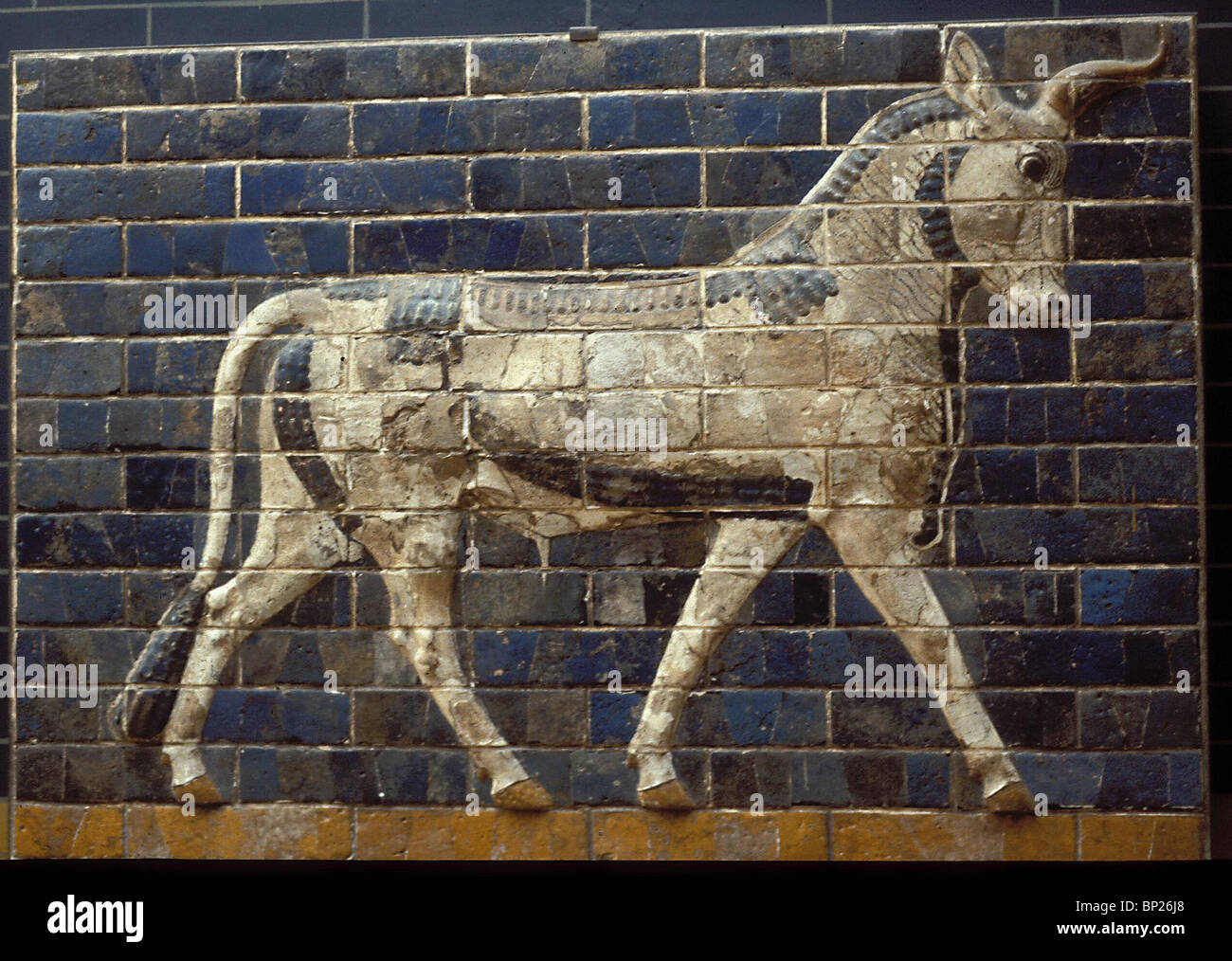 GLAZED BRICKWORK DEPICTING BULLS (DETAIL) FROM THE ISHTAR GATE ONE OF THE ENTRANCES TO THE CITY OF BABYLON. BUILT Stock Photo