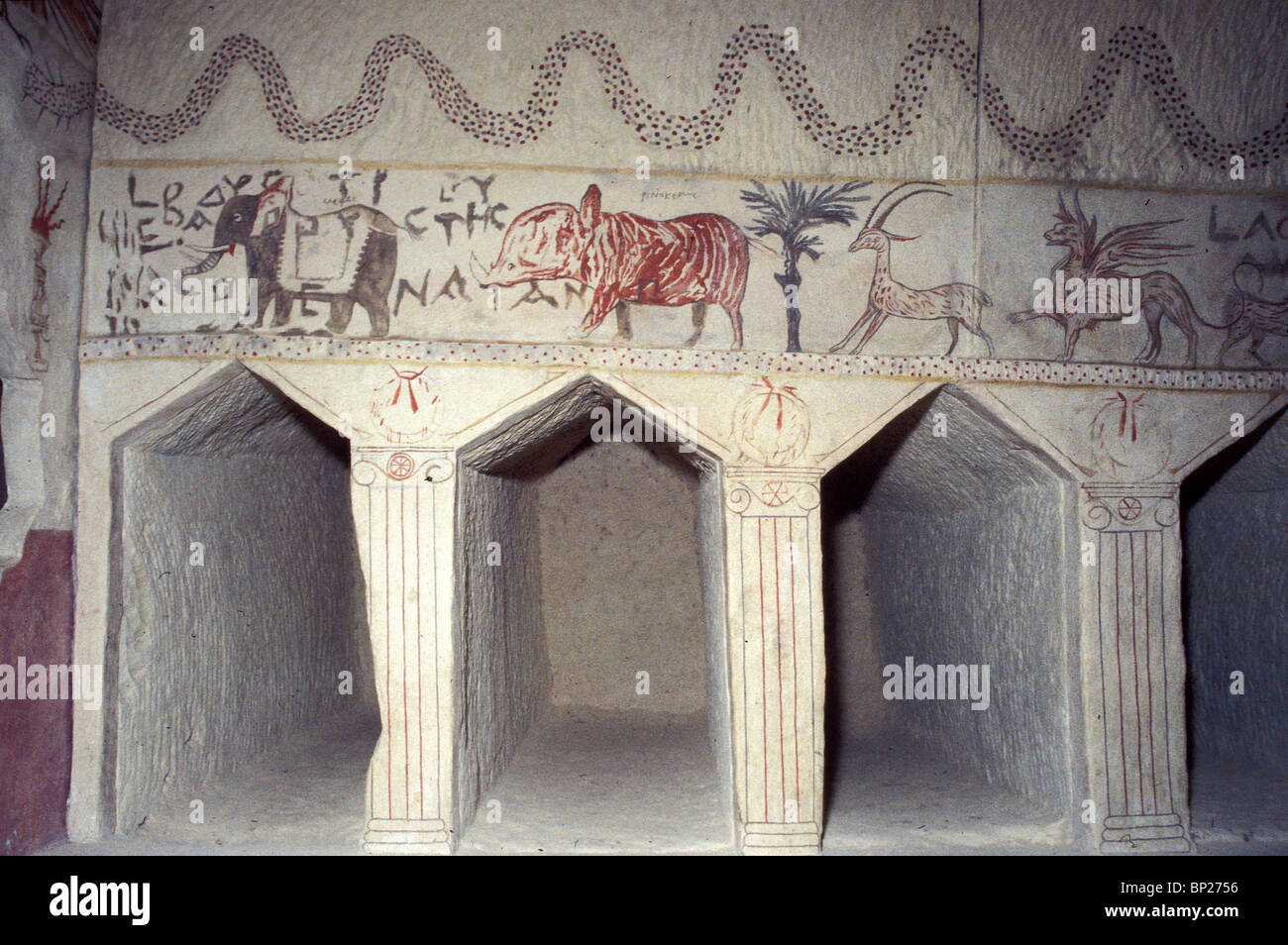 MARESHA HELENISTIC PERIOD (3 -2ND C.A.D.) BURIAL CAVES CARVED IN THE CHALK-STONE. PIC: DETAIL OF ONE OF THE MANY - Stock Image