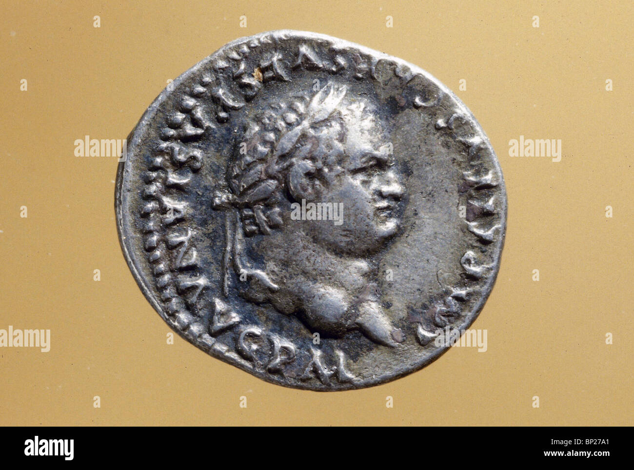 1571. SILVER COIN WITH THE HEAD OF EMPEROR TITUS (69 - 81 AD.) - Stock Image