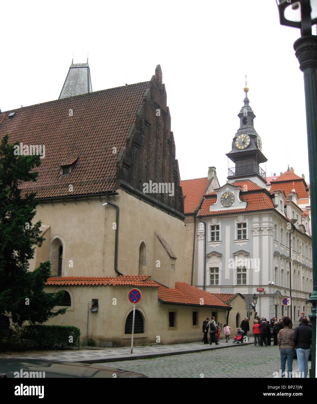 ALT-NOY (OLD-NEW) SYNAGOGUE IN PRAGUE DATING FROM THE 14TH. C. IS ONE OF THE OLDEST SYNAGOGUES IN EUROPE IN WHICH - Stock Image