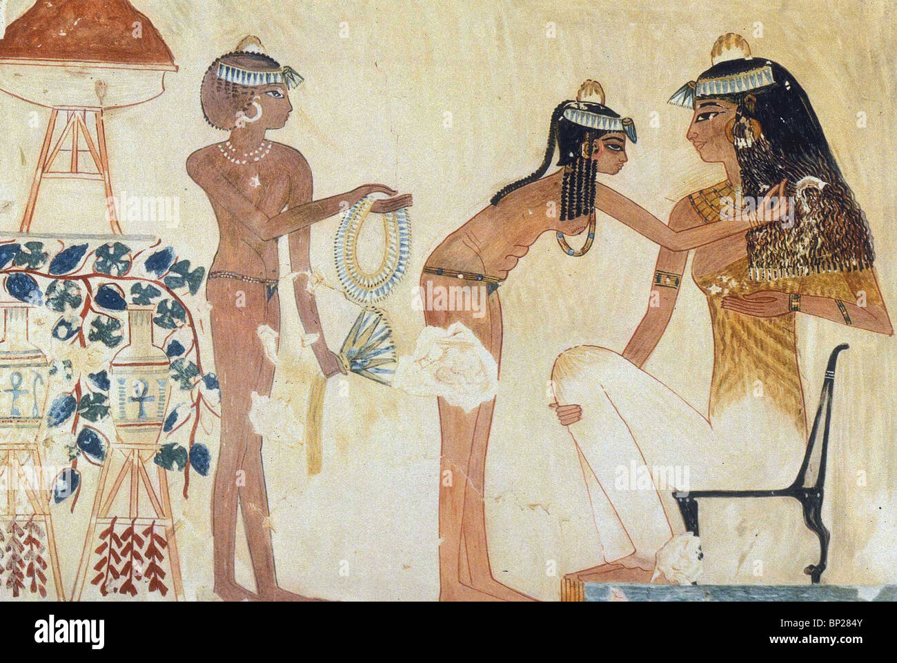 1833. AN EGYPTIAN LADY GETTING DRESSED BY HER MAIDS, WALL PAINTING FROM THEBES, TUTHMOSIS IV. 1420 - 1411 - Stock Image