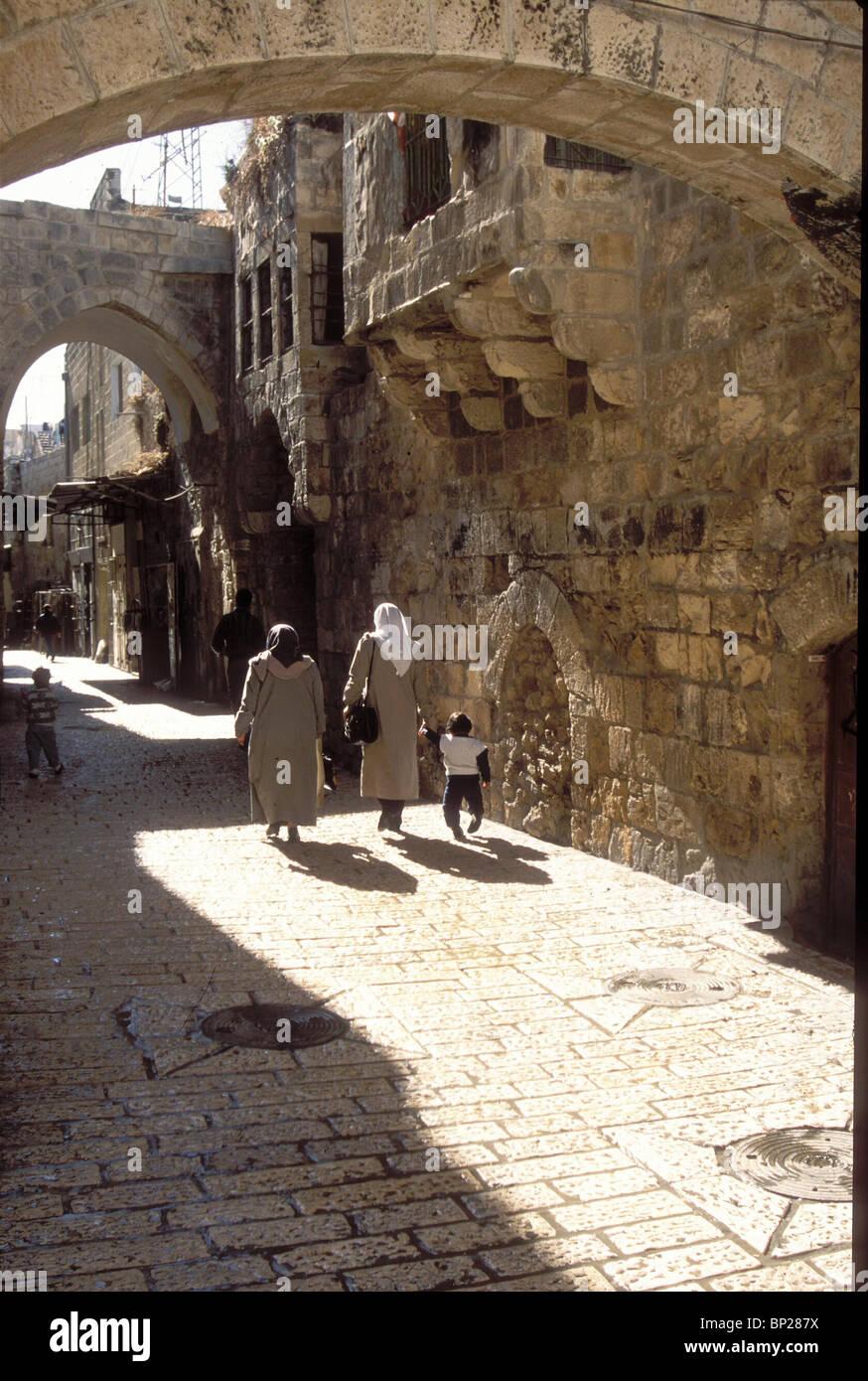 1924. A STREET IN THE OLD CITY OF JERUSALEM WITH TYPICAL OTTOMAN ARCHITECTURE (HAGAY STREET) - Stock Image