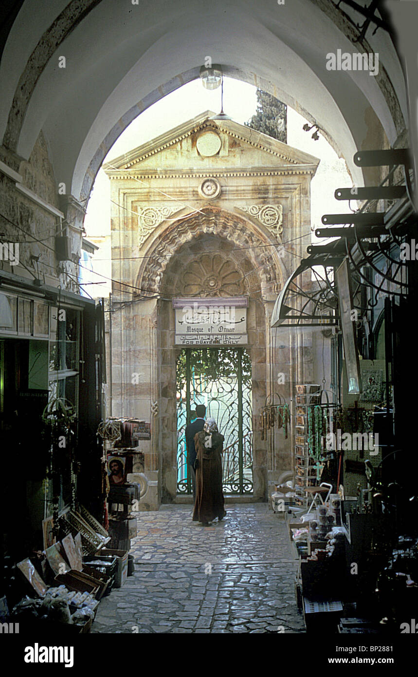 1928. ENTRANCE GATE TO THE OMRI MOSQUE BUILT IN 1193 BY SALAH A-DIN NEXT TO THE CHURCH OF HOLY SEPULCHER - Stock Image