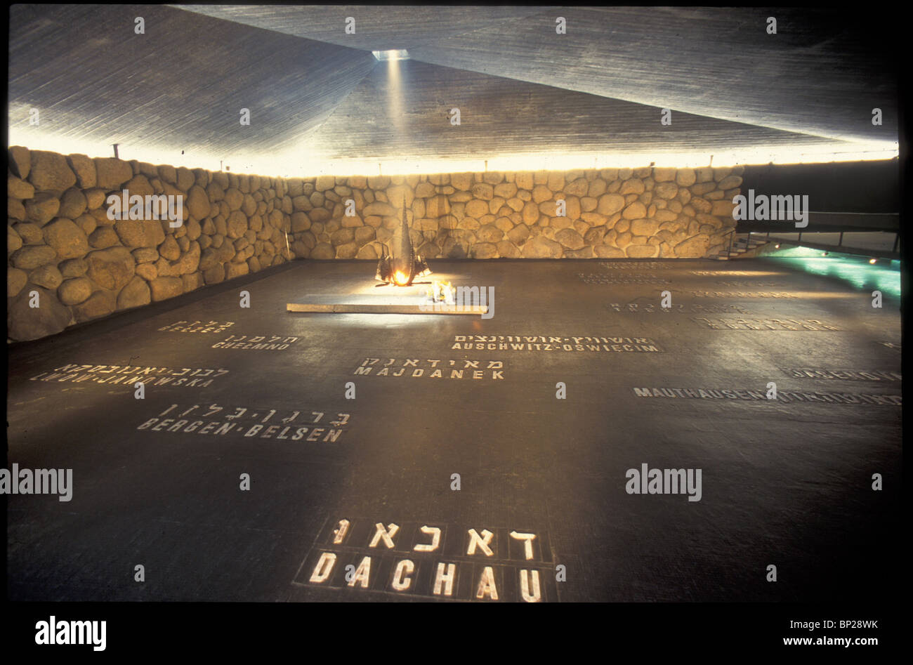 2378. YAD VASHEM - THE HALL OF REMEMBRANCE, WHERE THE ETERNAL FIRE BURNS IN MEMORY OF THE HOLOCAUST VICTIMS - Stock Image