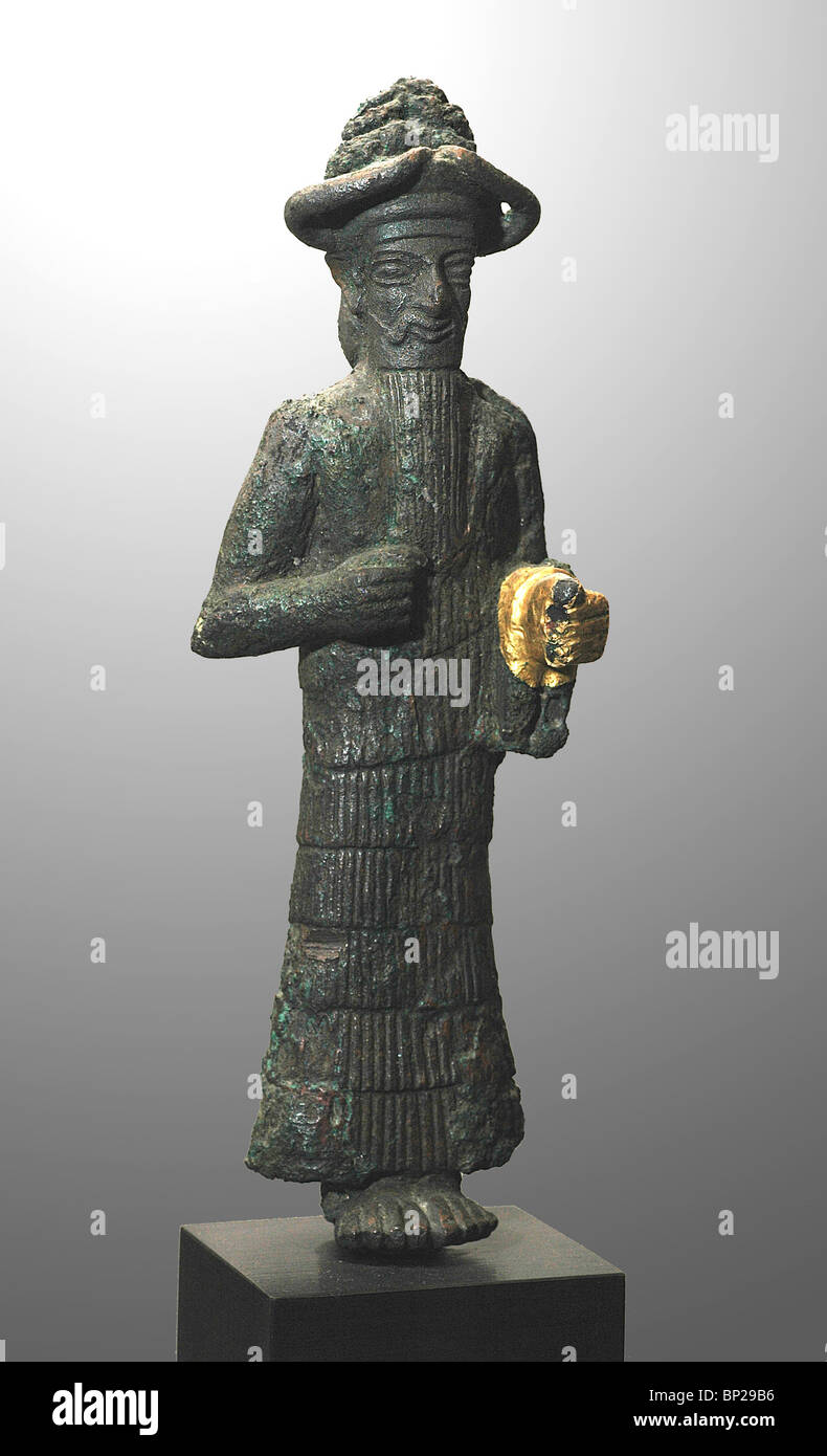 BRONZE STATUETE OF AN ELAMITE GOD WITH A GOLDEN HAND, C. 1800-1700 BC FOUND IN SUSA, SOUTHWESTERN IRAN - Stock Image