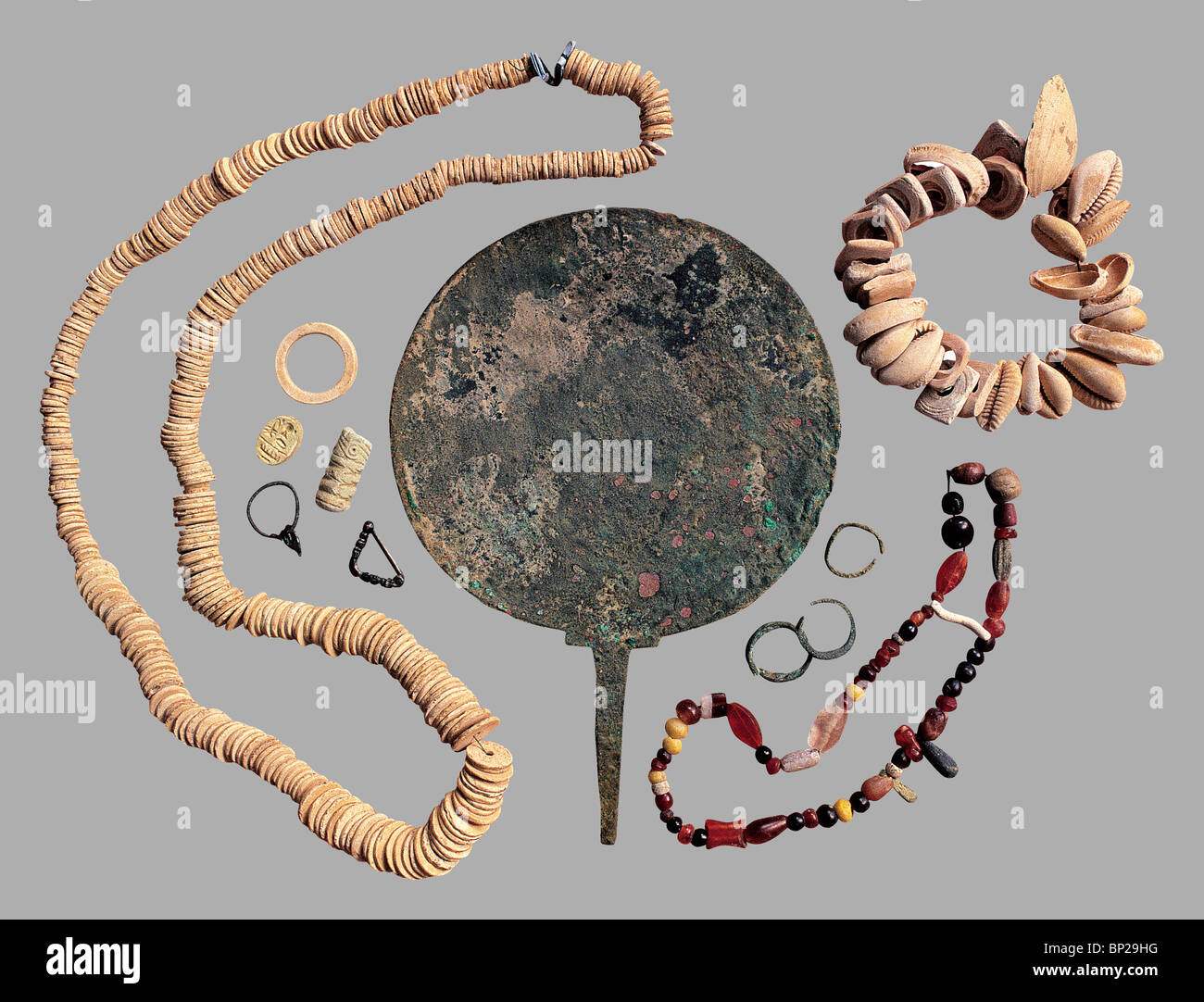 BRONZE MIRROR, RINGS AND NECKLACES DATING FROM THE 4 - 3RD C. B.C. FOUND IN A TOMB IN SAMARIA - Stock Image