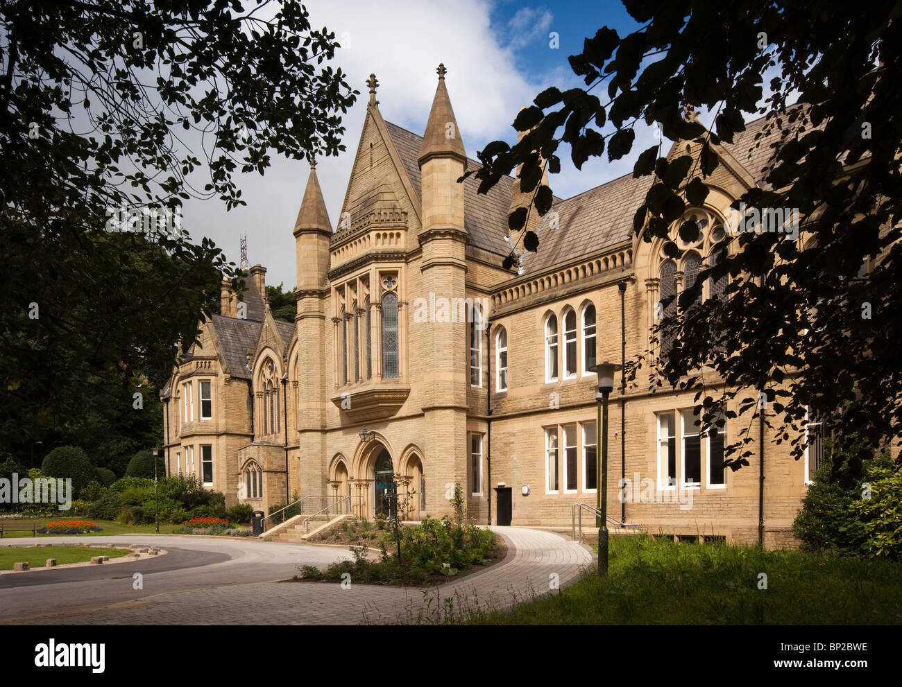UK, England, Yorkshire, Bradford, University School of Management building - Stock Image