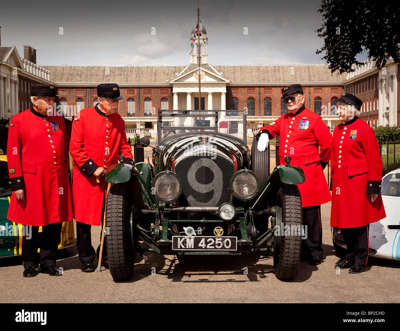 Chelsea Pensioners looking at Vintage Le Mans Bentley in the grounds of the Royal Hospital - Stock Image