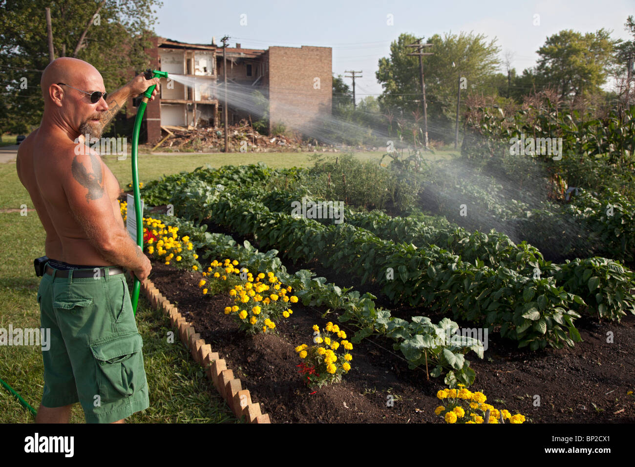 Halfway House Prison Inmates Grow Produce for Soup Kitchens - Stock Image