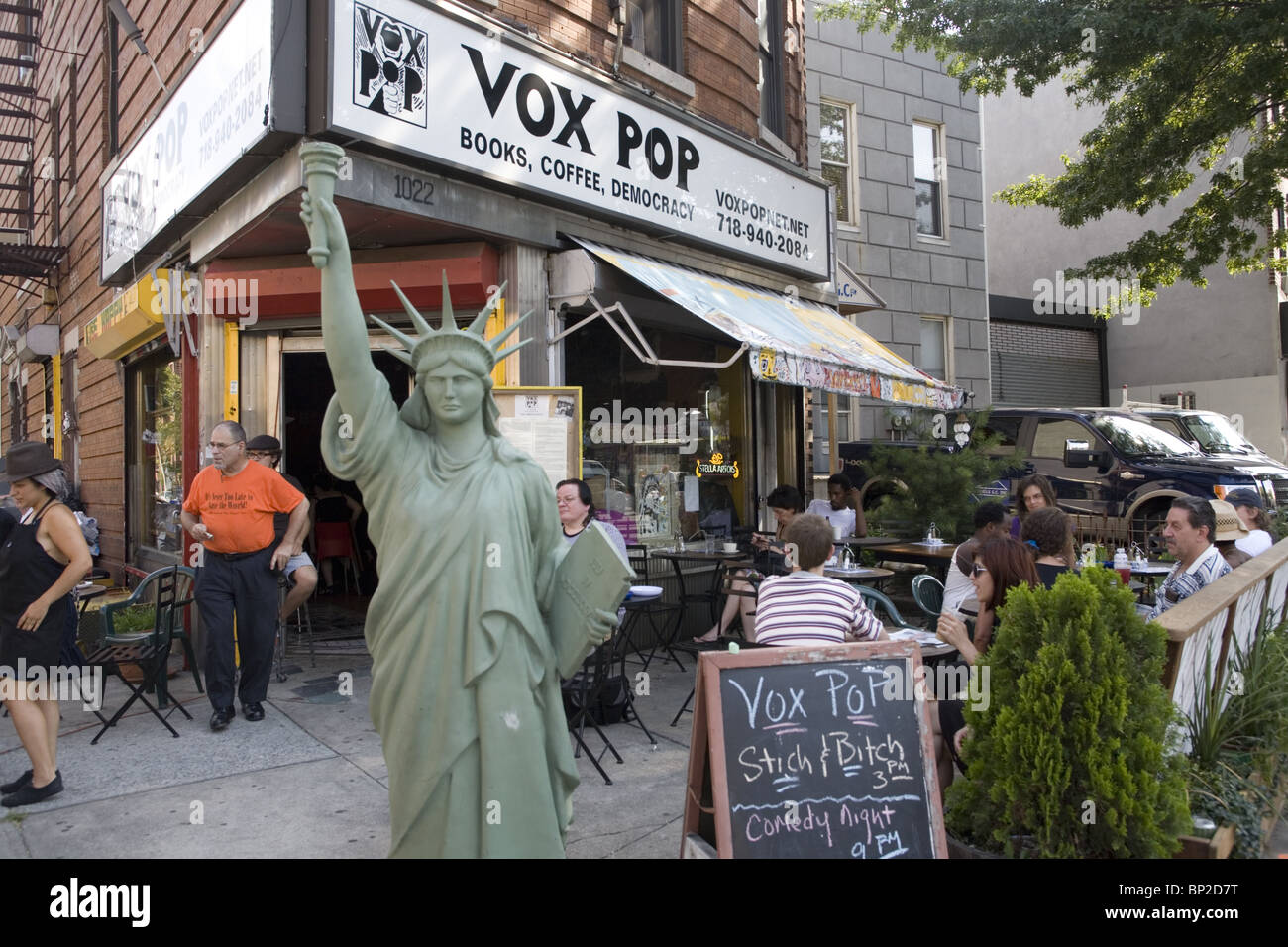 Vox Pop, Books, Coffee, Democracy, a community cafe and performance space in Flatbush, Brooklyn, New York. - Stock Image