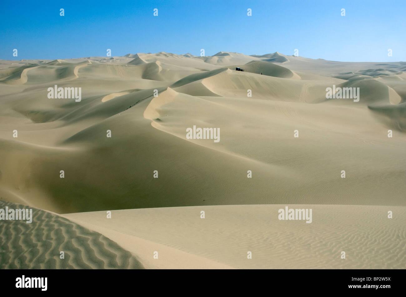 The vast desert sand dunes near the Huacachina Oasis, Ica, Peru. - Stock Image