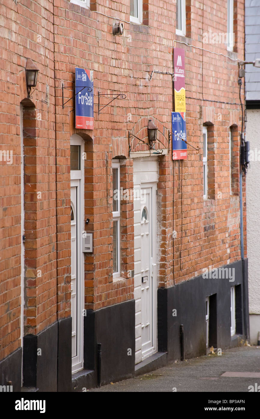 Terraced Houses With Upvc Plastic Front Doors For Sale In Uk Stock