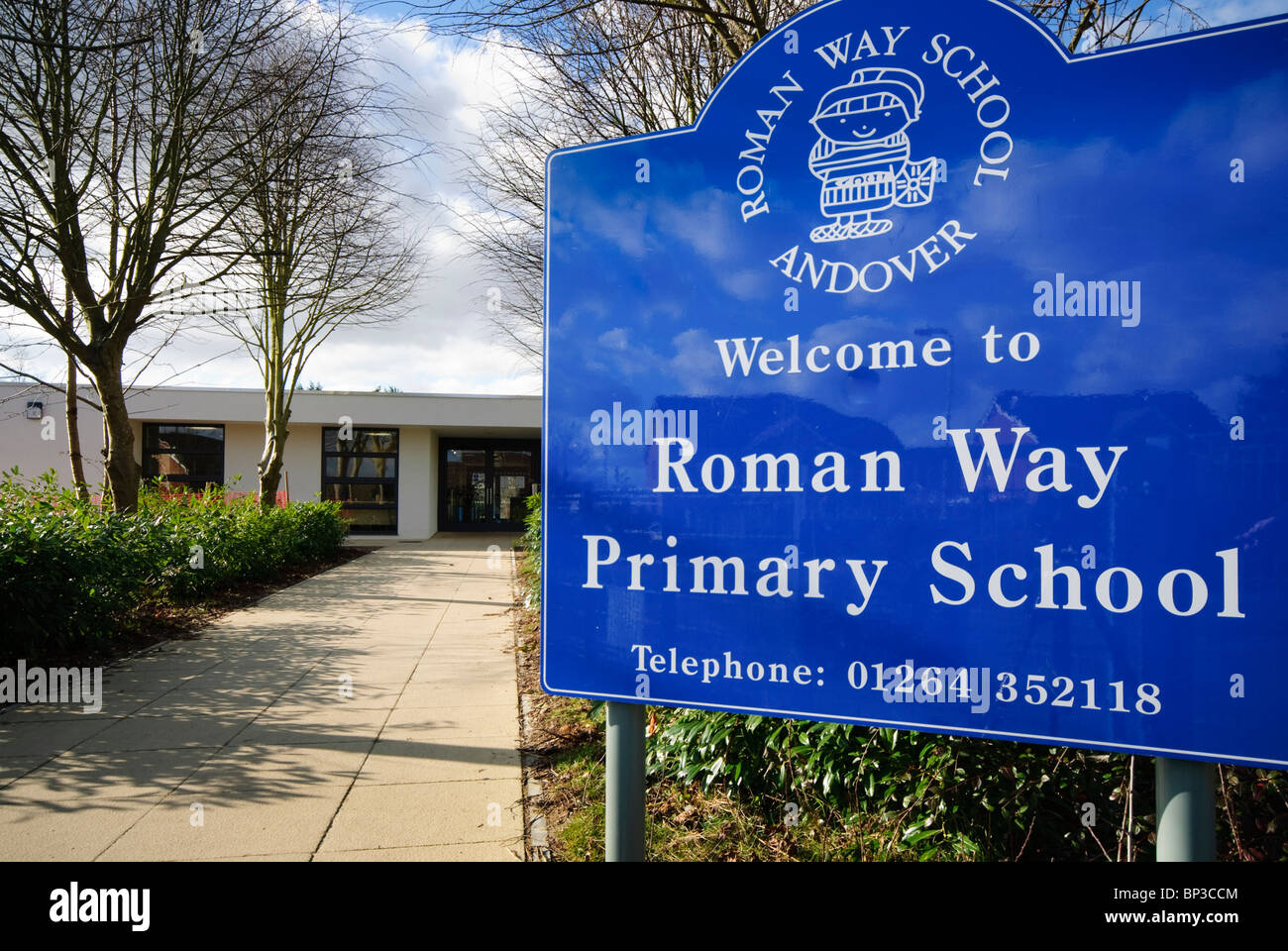 Roman Way Primary School Andover level access to entrance - Stock Image