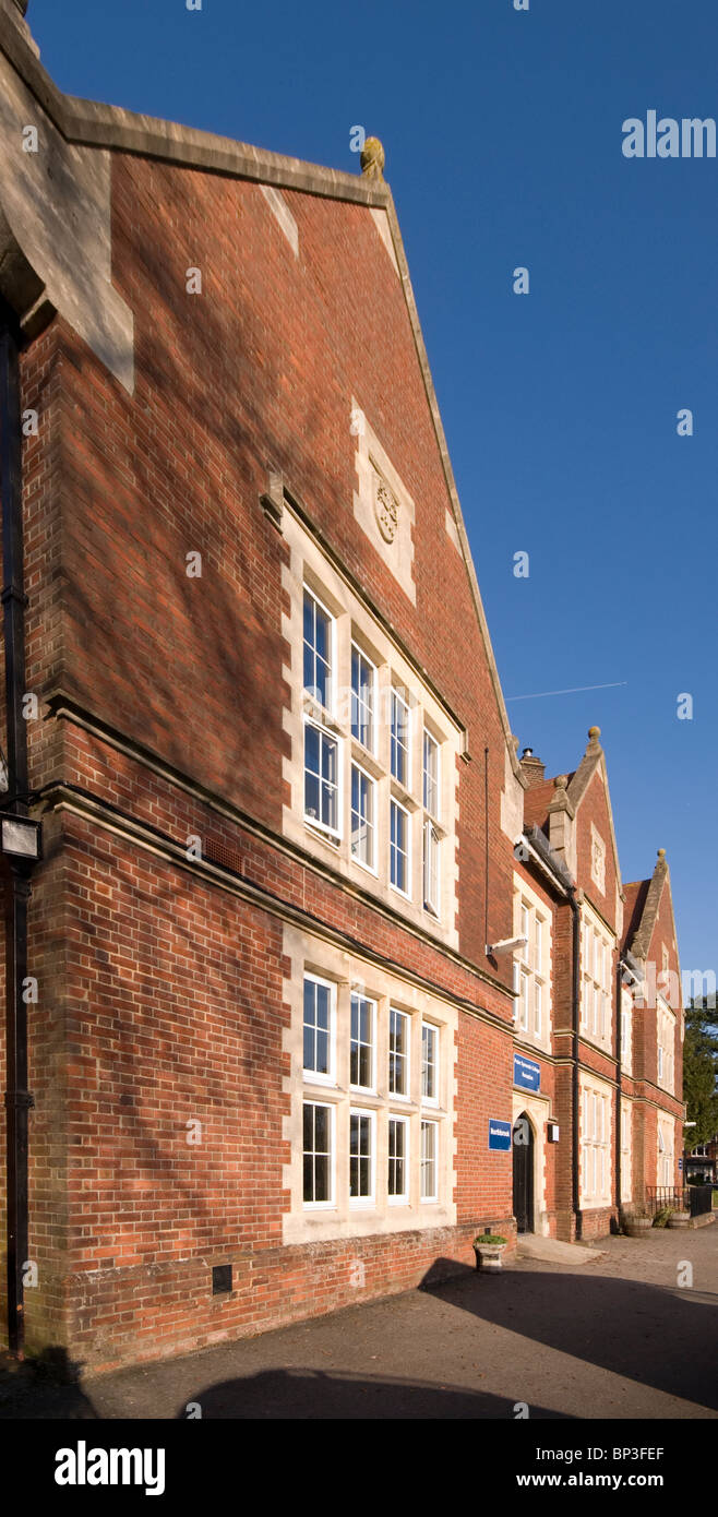 Peter Symonds College winchester exterior - Stock Image