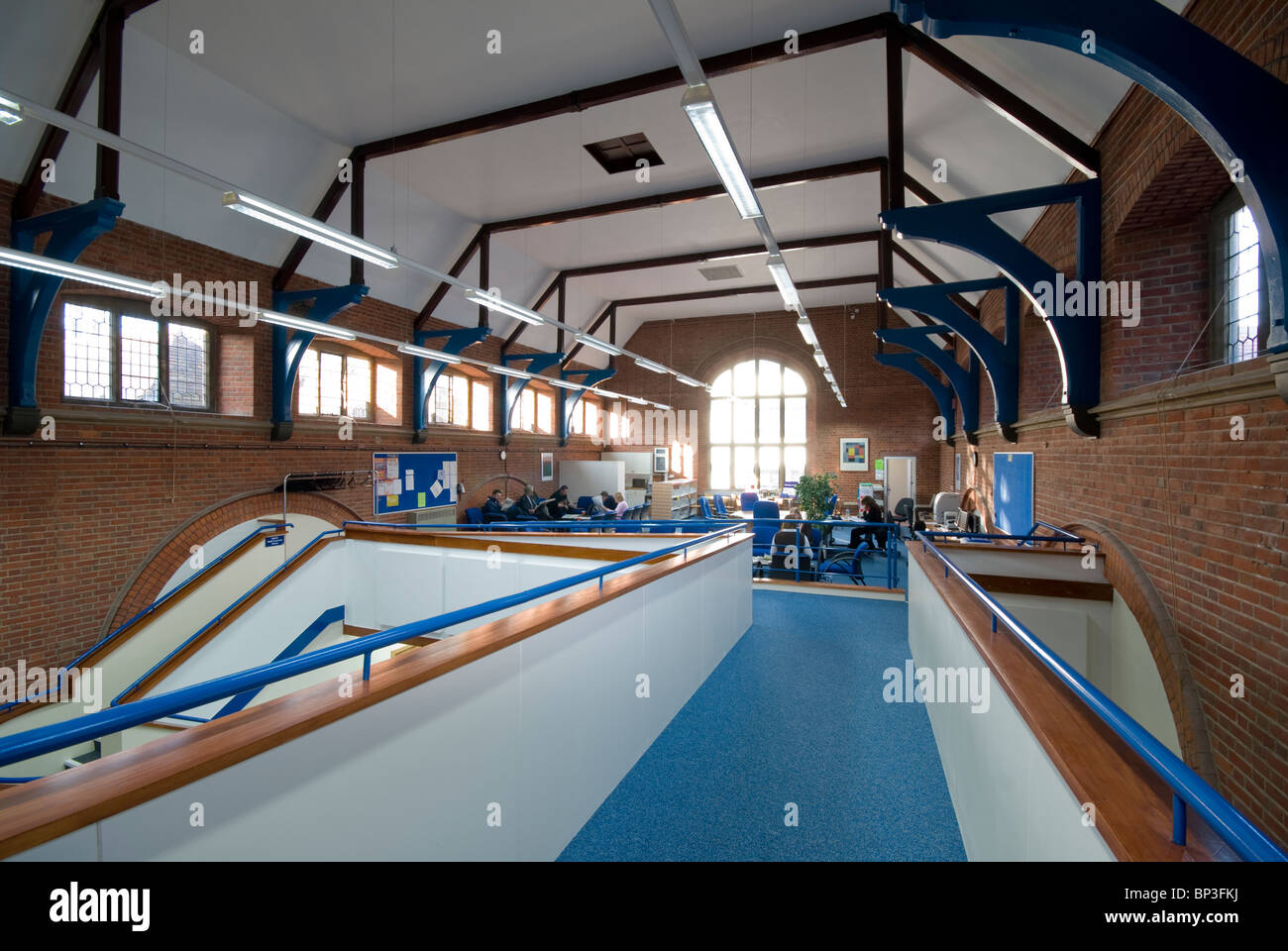 Peter Symonds College ramp joining old and new building - Stock Image