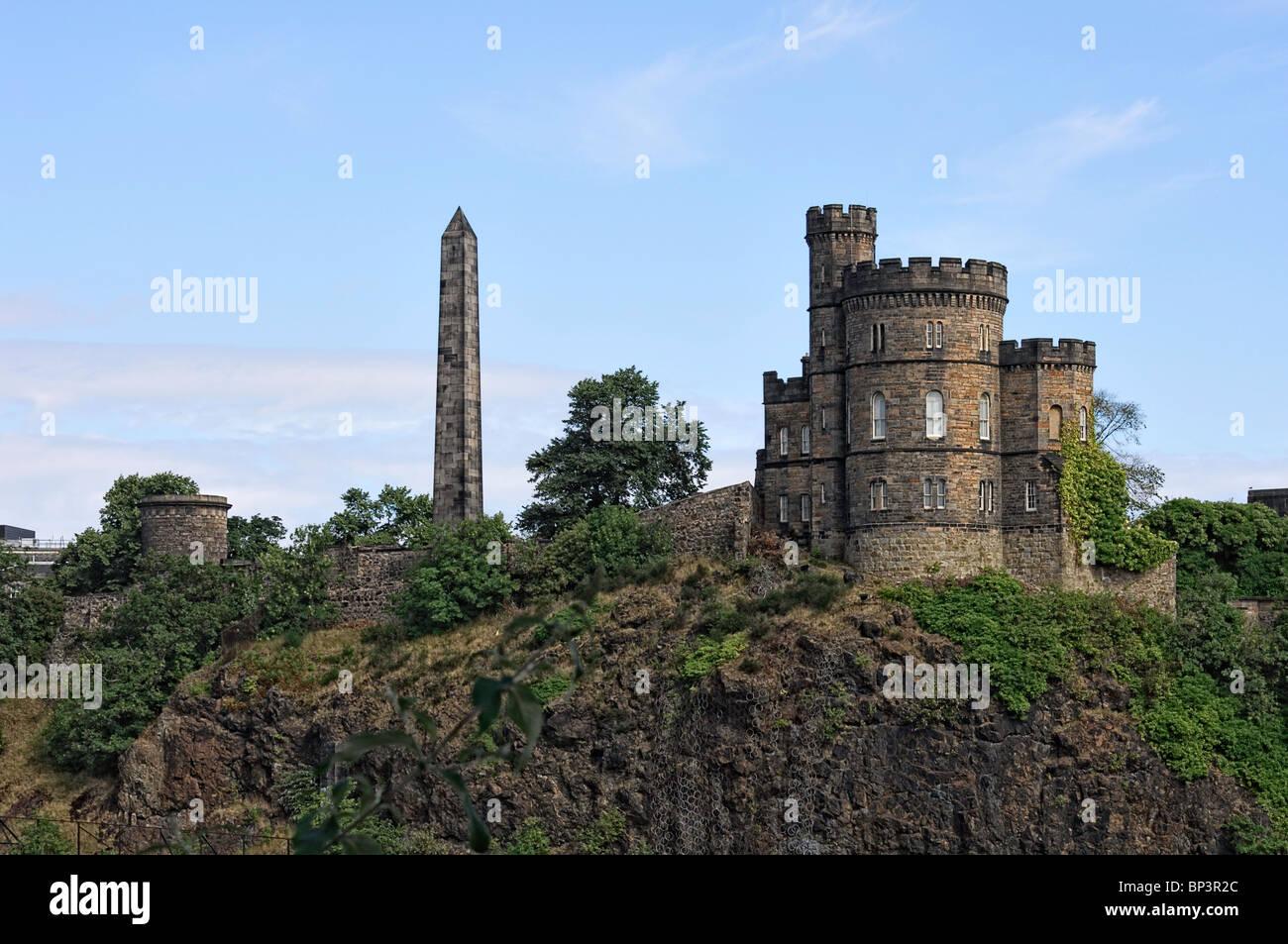 Governor's House and Hamilton's obelisk to political martyrs, Edinburgh Stock Photo