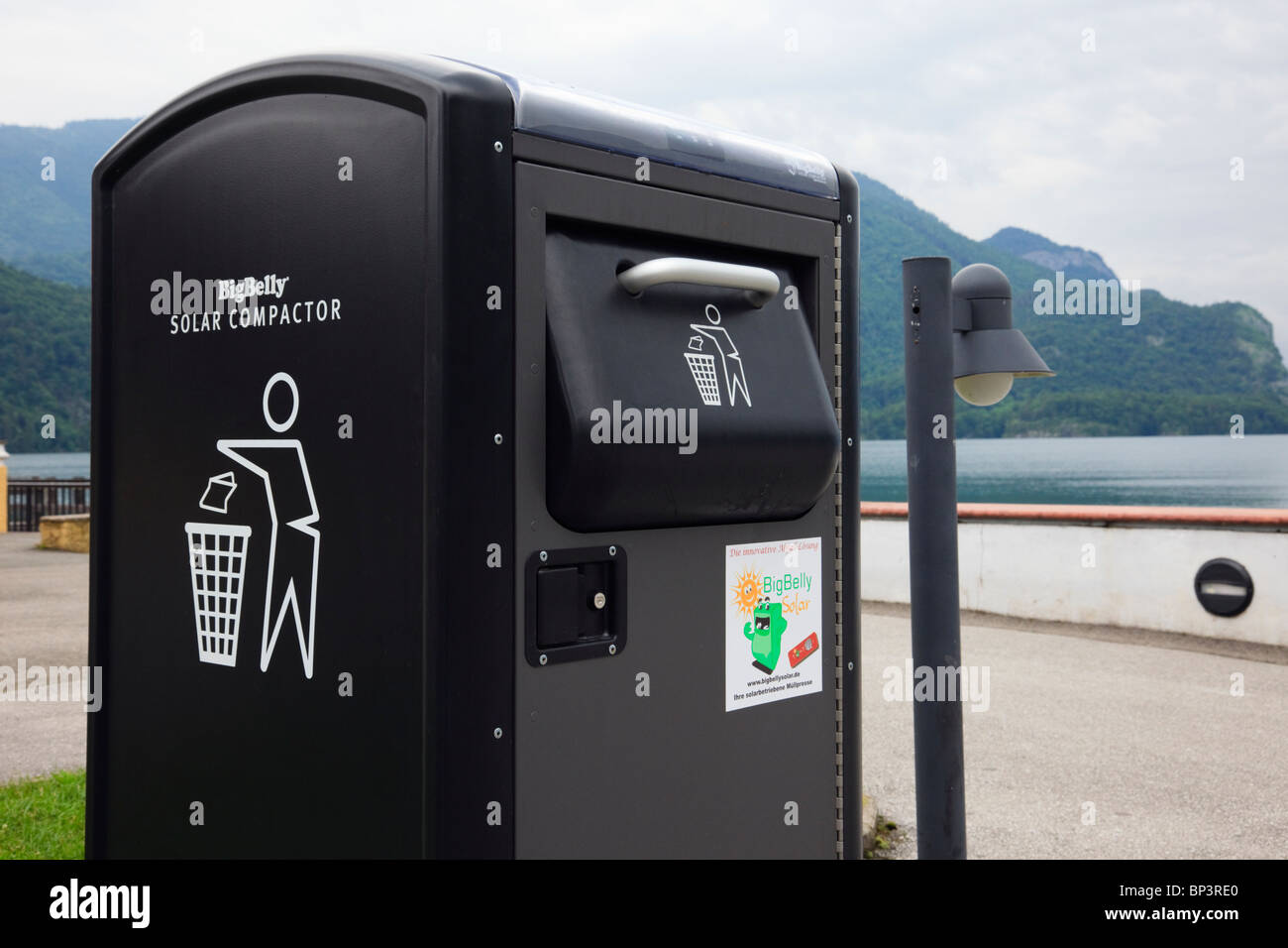 BigBelly Solar powered litter compactor bin for compressing rubbish - Stock Image