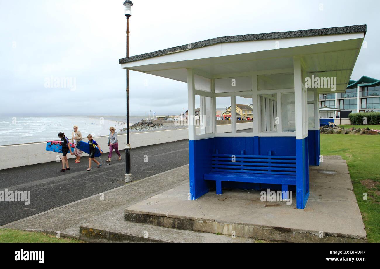 Shelter on esplanade at Westward Ho!, Devon, UK - Stock Image
