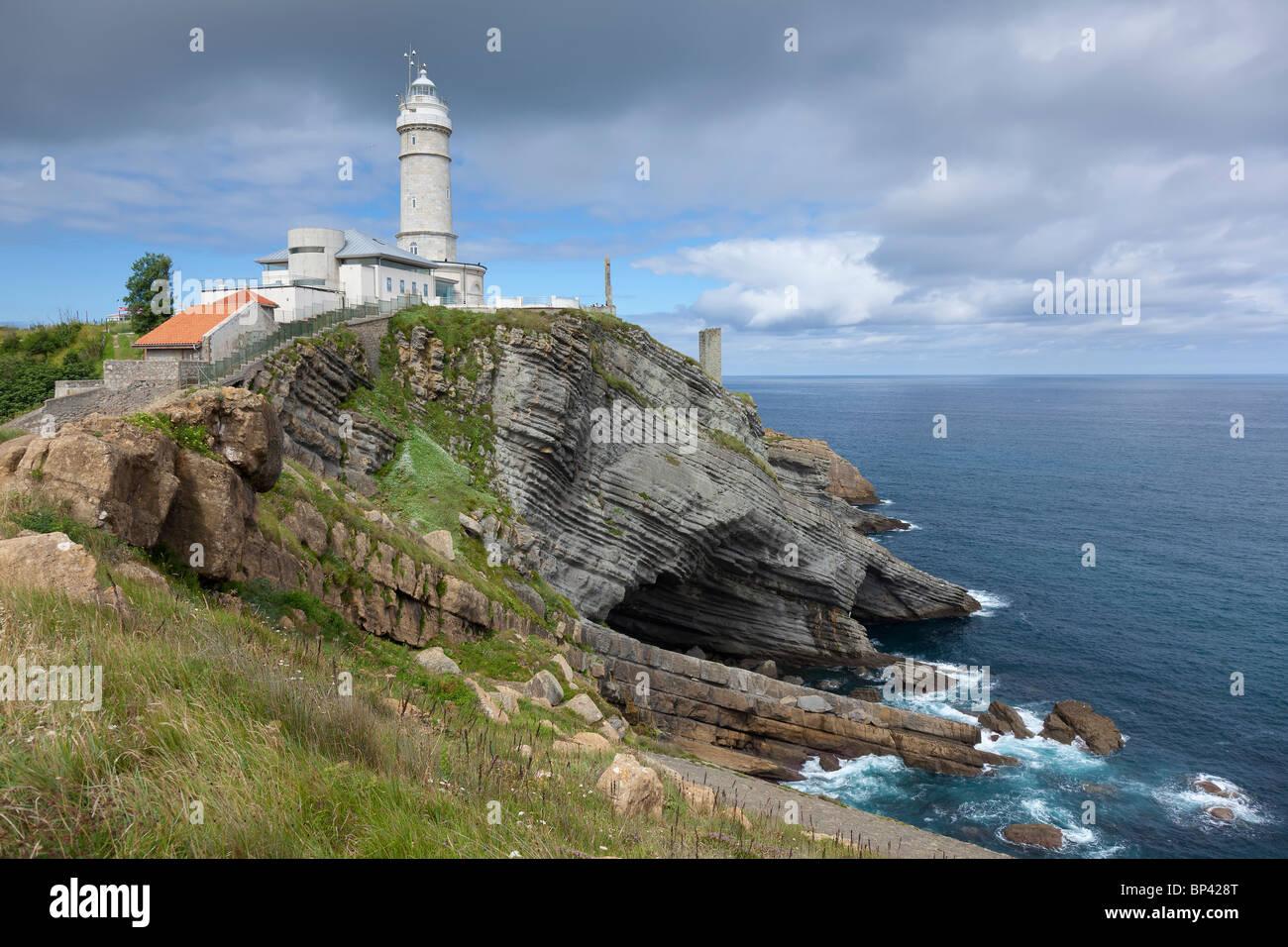 El chat gay de Cantabria. Si estás en Cantabria, este es tu chat gay.