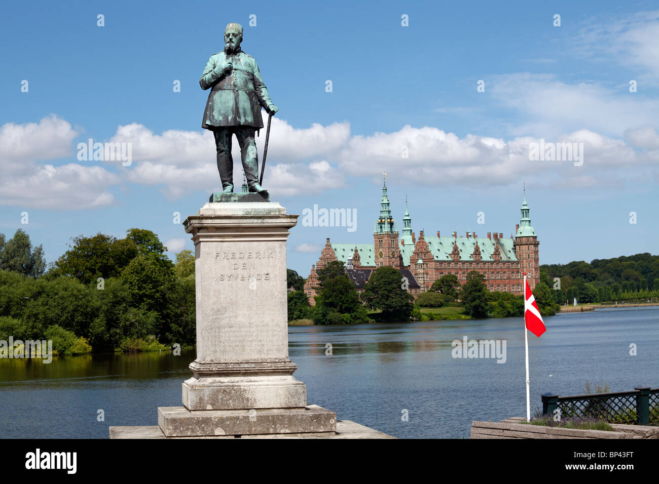 The statue of Frederik the 7th in front of the lake and Frederiksborg Castle in Hillerød near Copenhagen, Denmark. - Stock Image