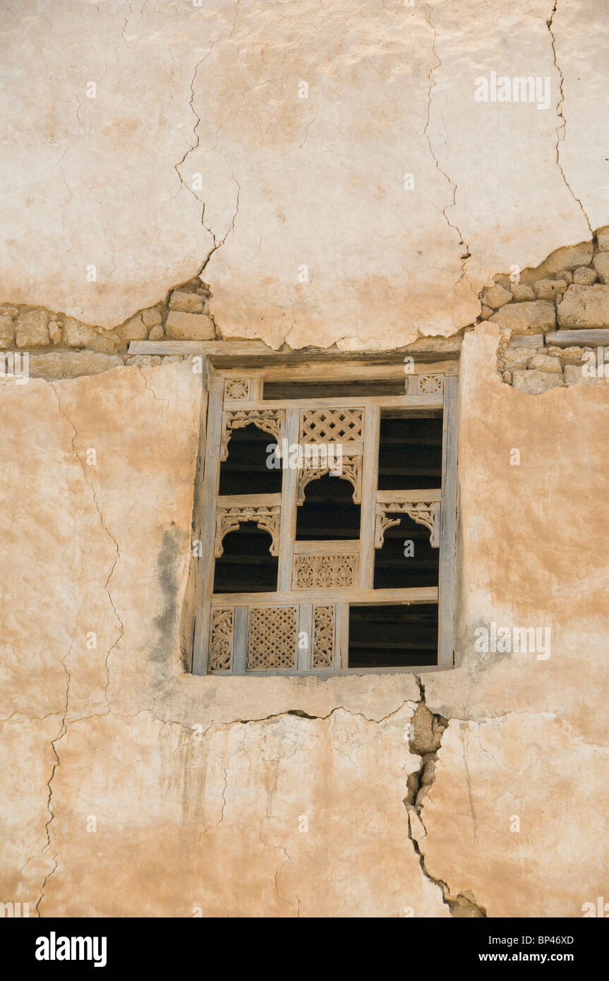 Oman, Dhofar, Salalah. Mirbat, the ancient capital of Dhofar. Historic homes over 500 years old, window detail. - Stock Image