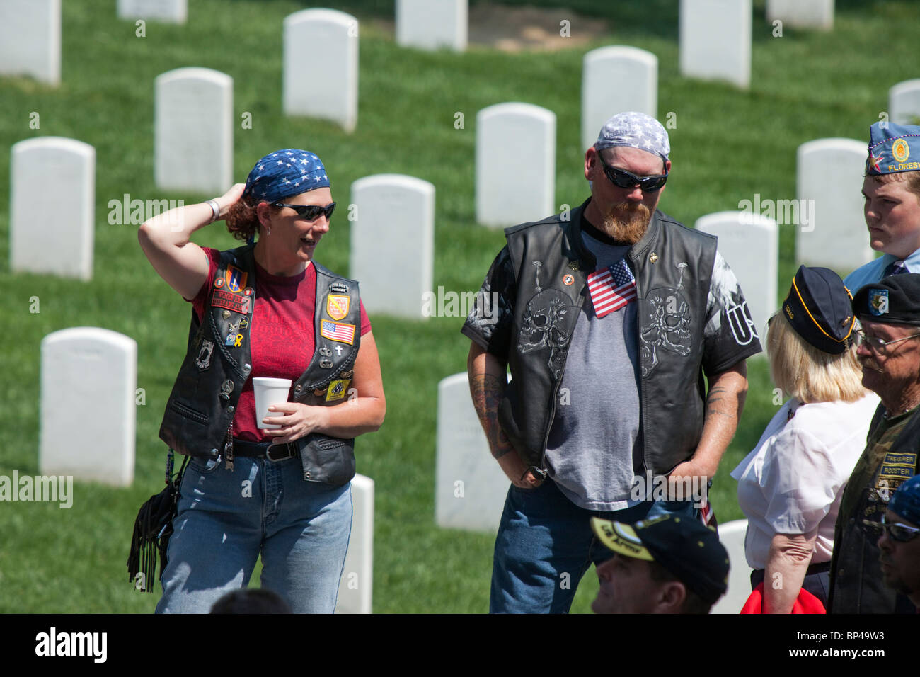 American veterans honor the fallen at the Arlington National Cemetery in Virginia on Memorial Day 2010. - Stock Image