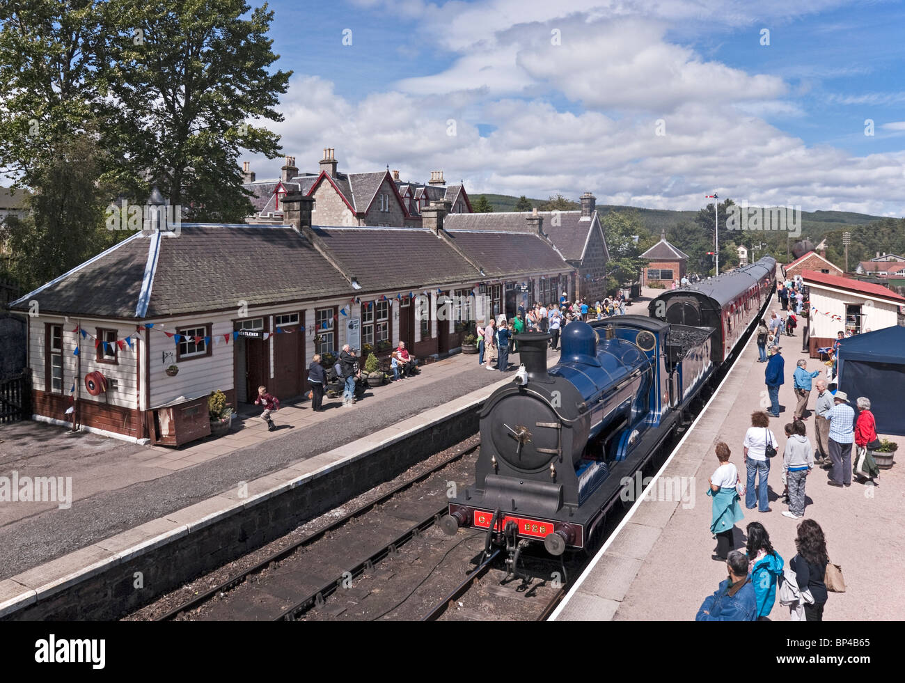Caledonian Railway restored 0-6-0 steam engine No. 828 arriving at Boat of Garten railway station on the Strathspey - Stock Image