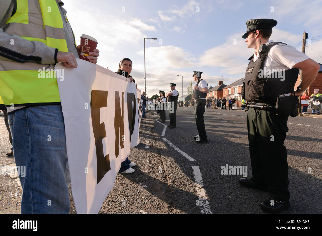 Residents of Ardoyne protest against an Apprentice Boys parade going past a  Nationalist/Republican area. BELFAST. - Stock Image