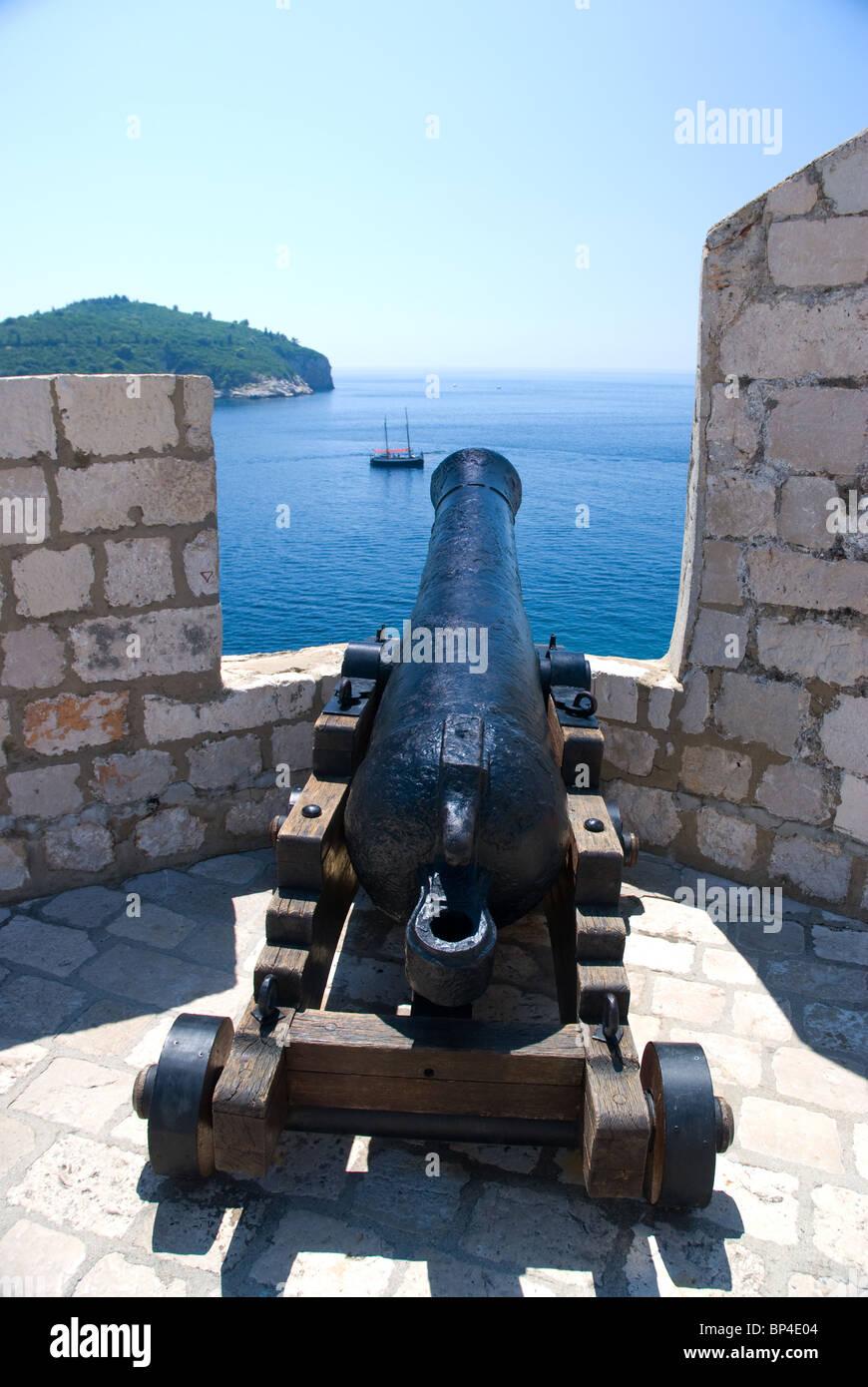 Canon on walls, Dubrovnik Old Town, Dalmatia, Croatia - Stock Image