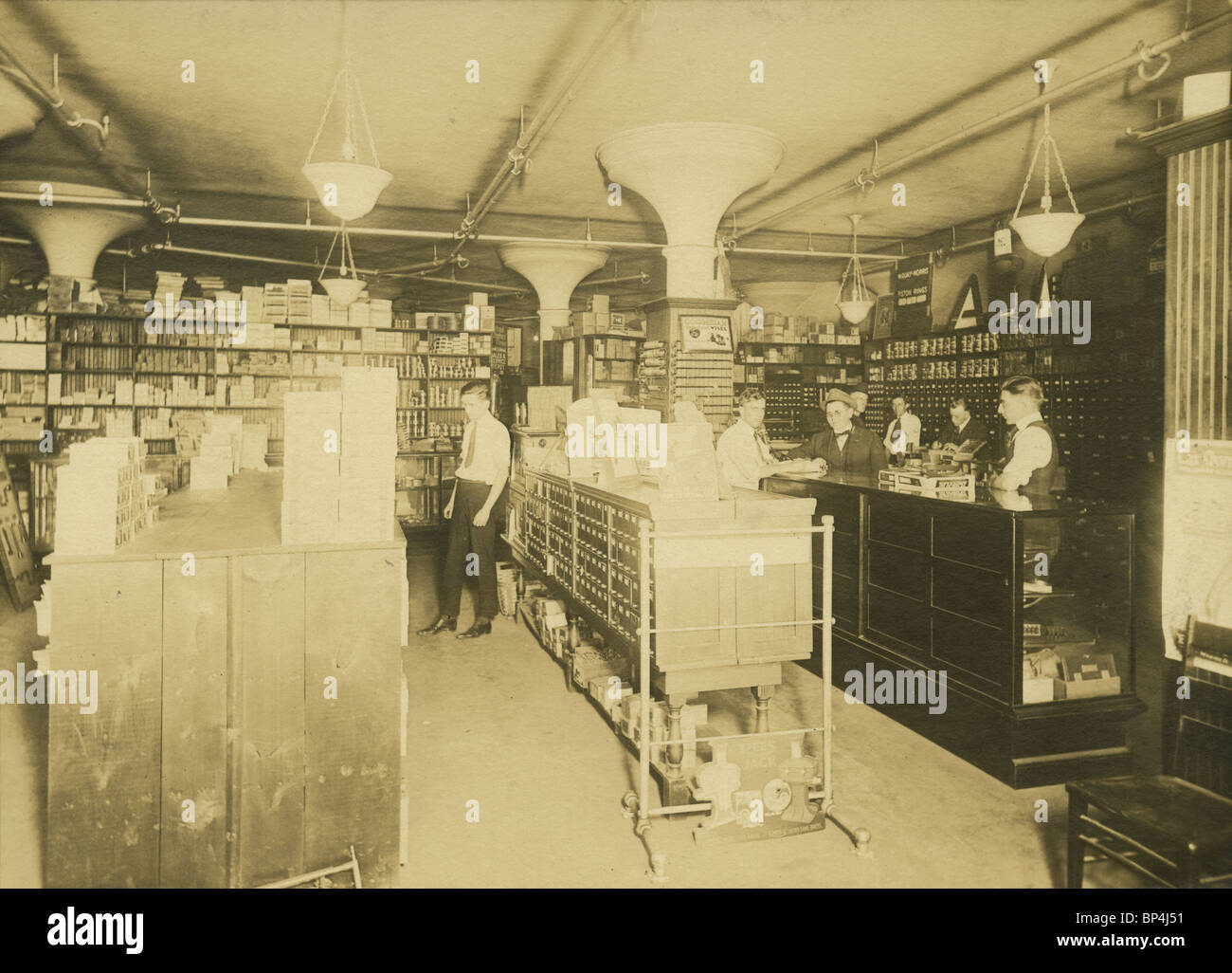1920 photo of the supply room and retail store in the Linscott Motor Company, 690 Commonwealth Avenue, Boston, Massachusetts. - Stock Image