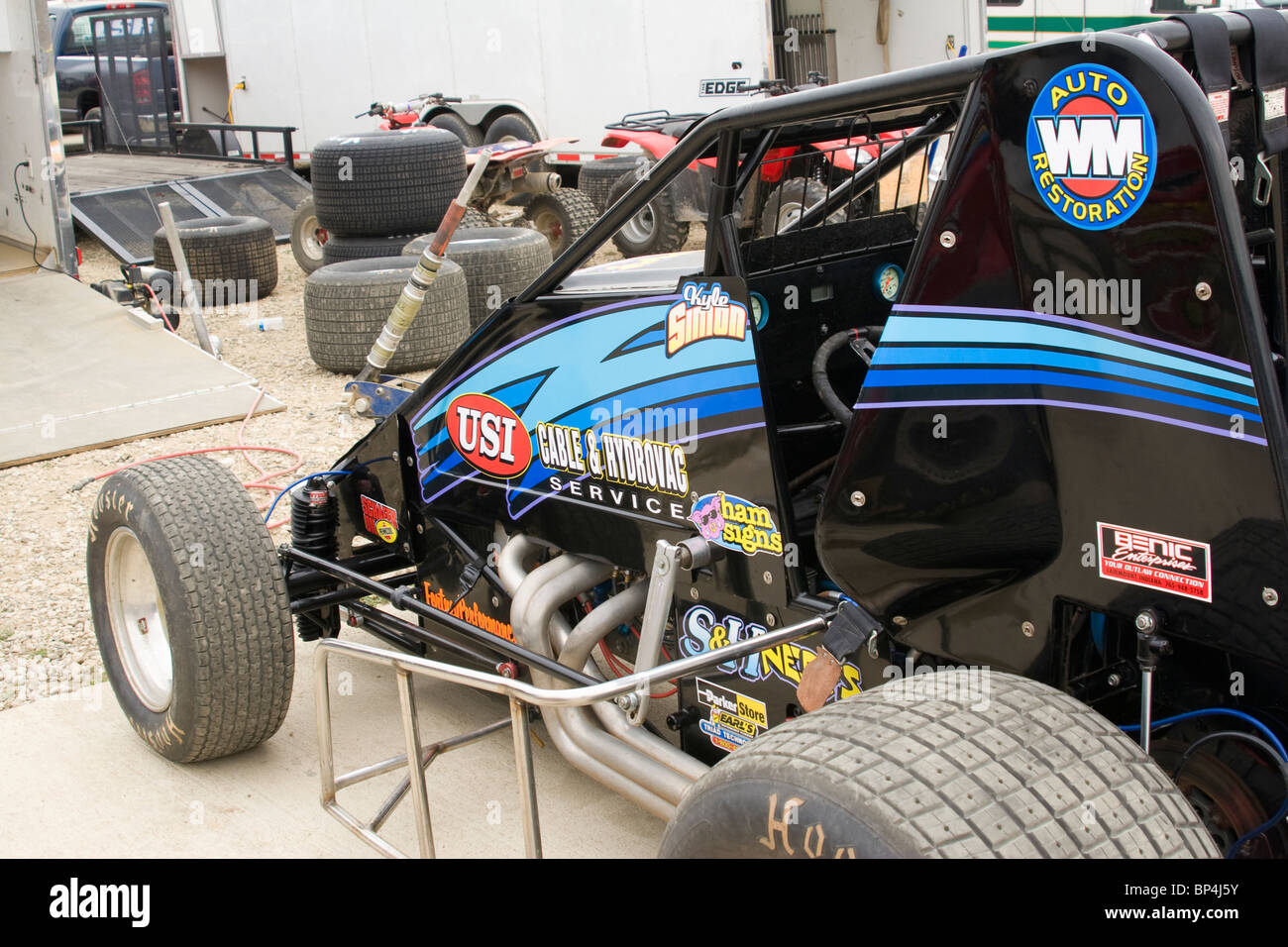 dirt track car race stock photos dirt track car race stock images alamy. Black Bedroom Furniture Sets. Home Design Ideas
