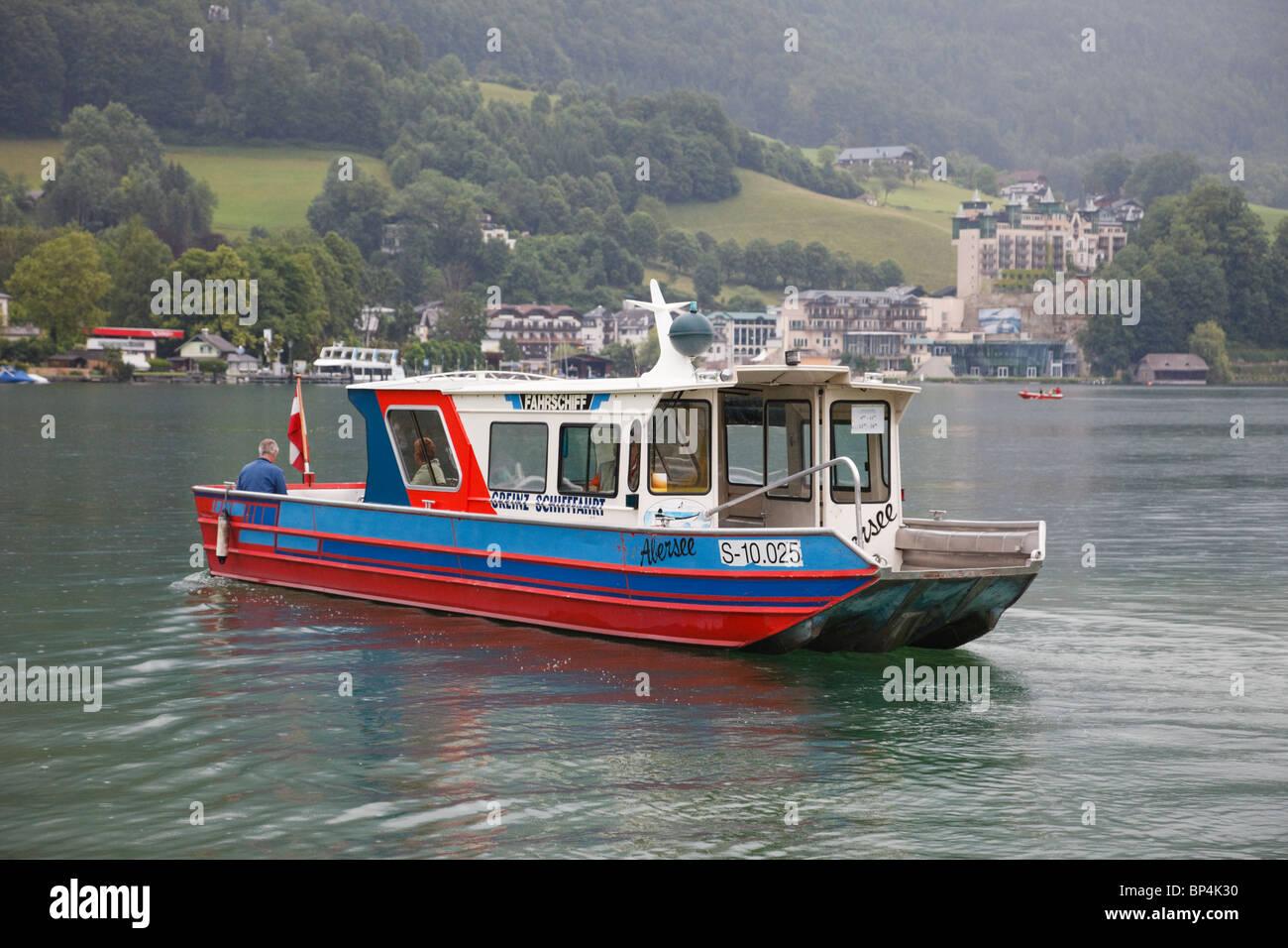 Abersee, Salzkammergut, Upper Austria, Austria, Europe. Small Schifffahrt passenger ferry to St Wolfgang across - Stock Image
